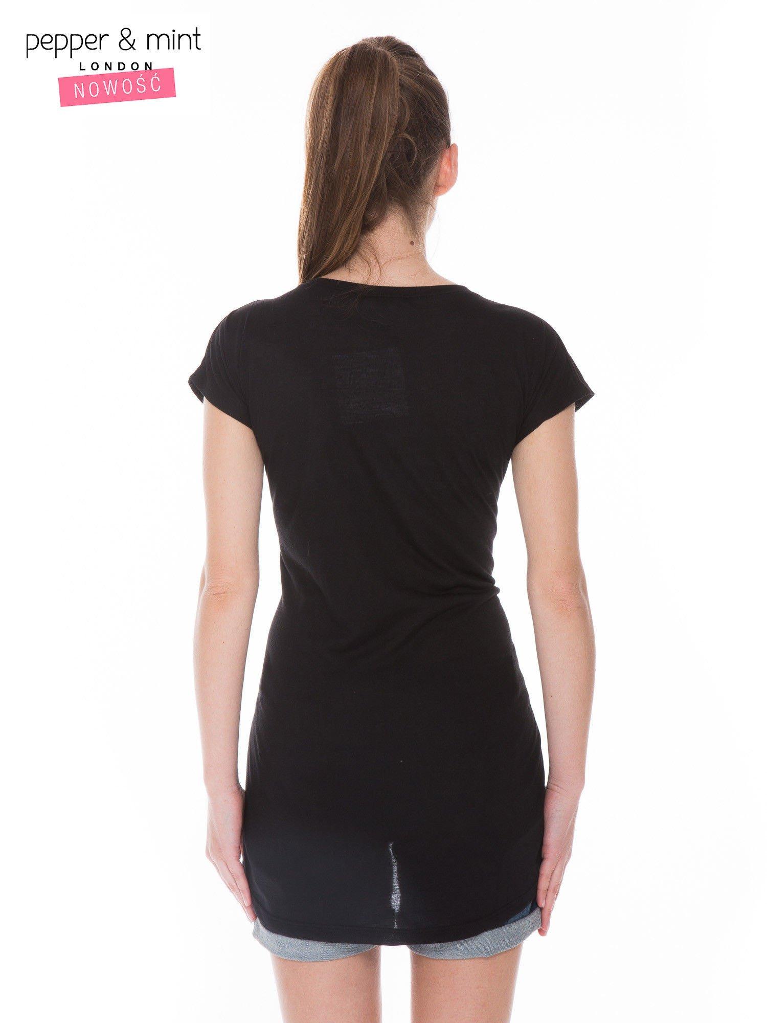 Czarny t-shirt z dużym nadrukiem tekstowym FAMOUS                                  zdj.                                  3