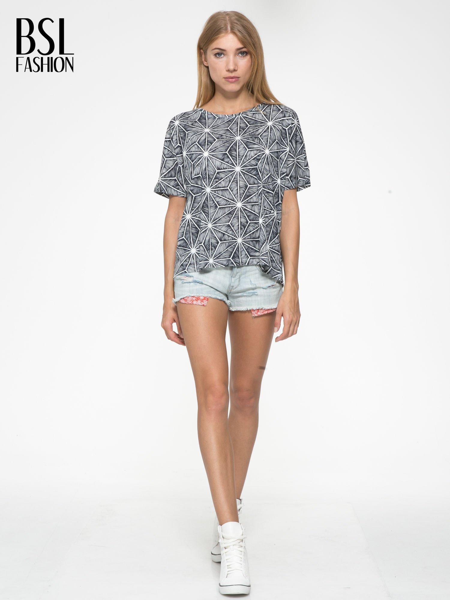 Czarny t-shirt z geometrycznym nadrukiem roślinnym                                  zdj.                                  5