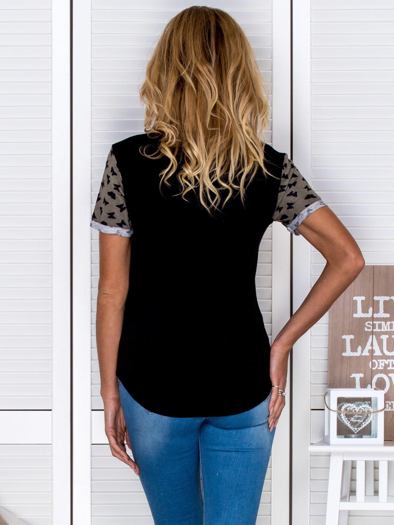 Czarny t-shirt z motylami