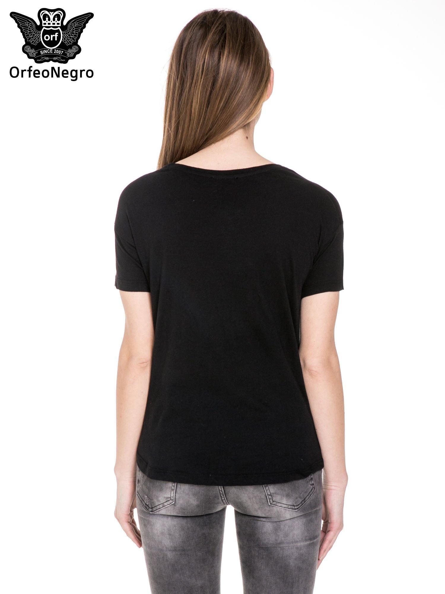 Czarny t-shirt z nadrukiem L'MODE z cekinów                                  zdj.                                  5