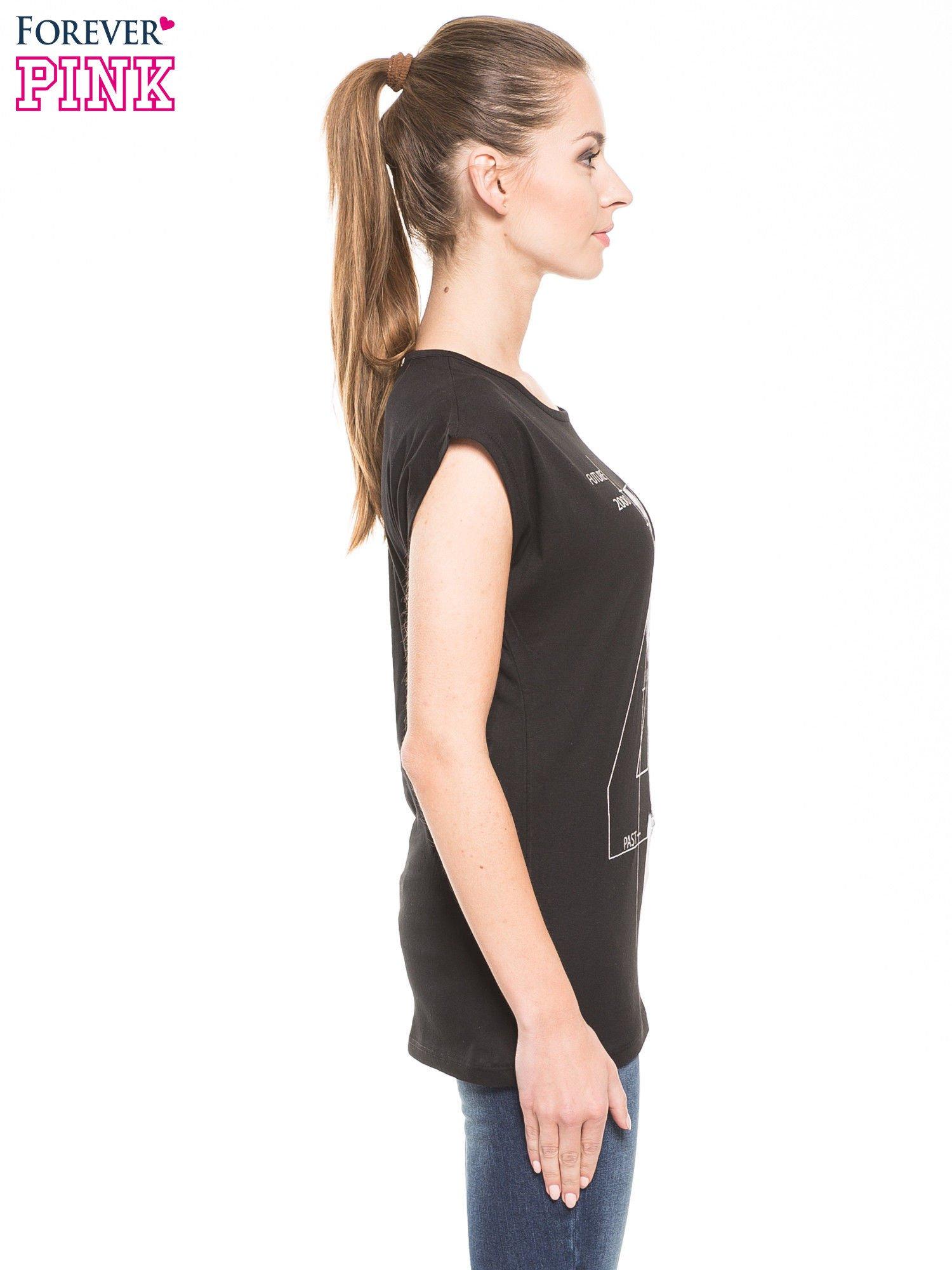 Czarny t-shirt z nadrukiem numerycznym                                  zdj.                                  1