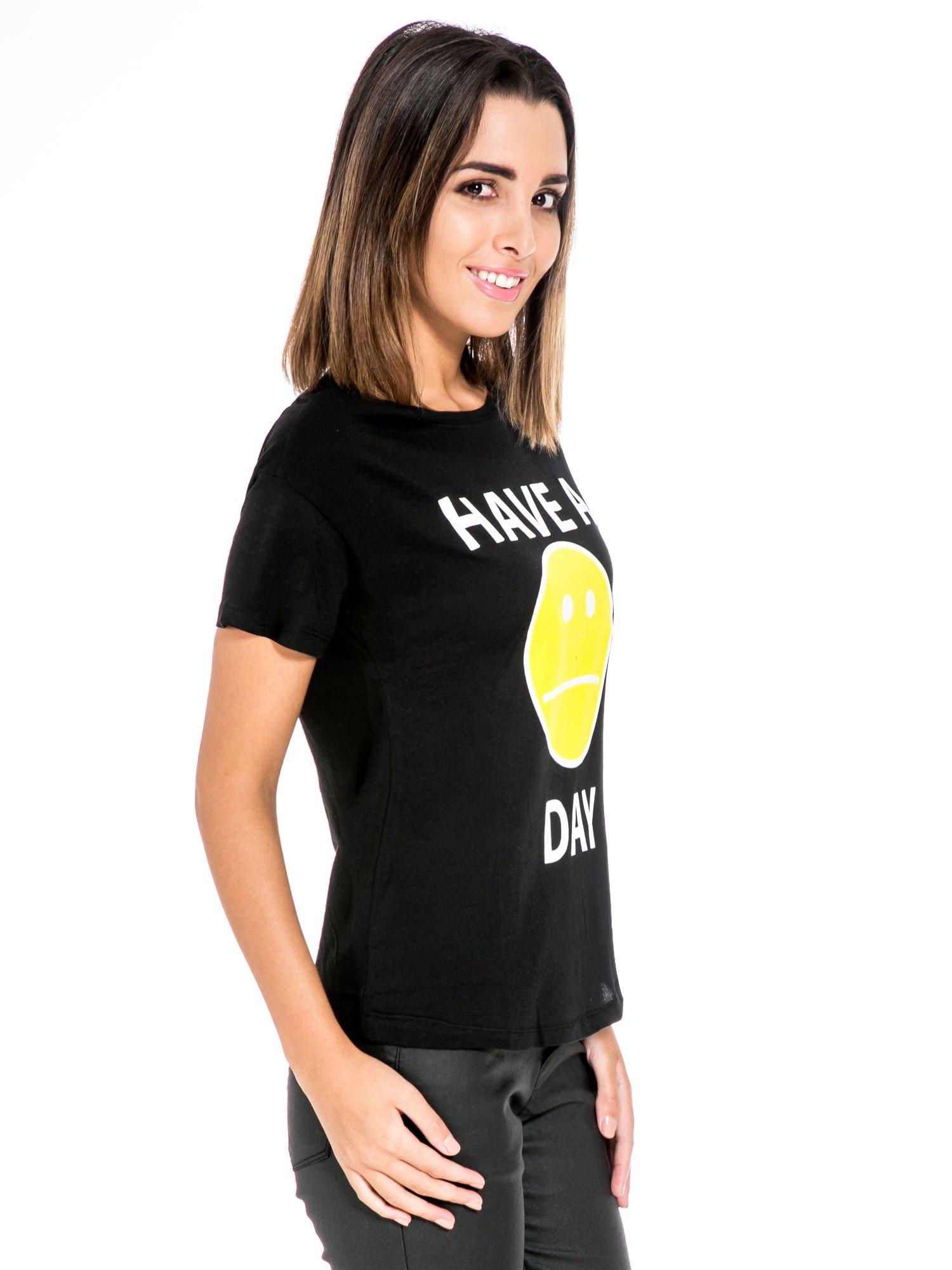 Czarny t-shirt z nadrukiem so-so smile                                  zdj.                                  3