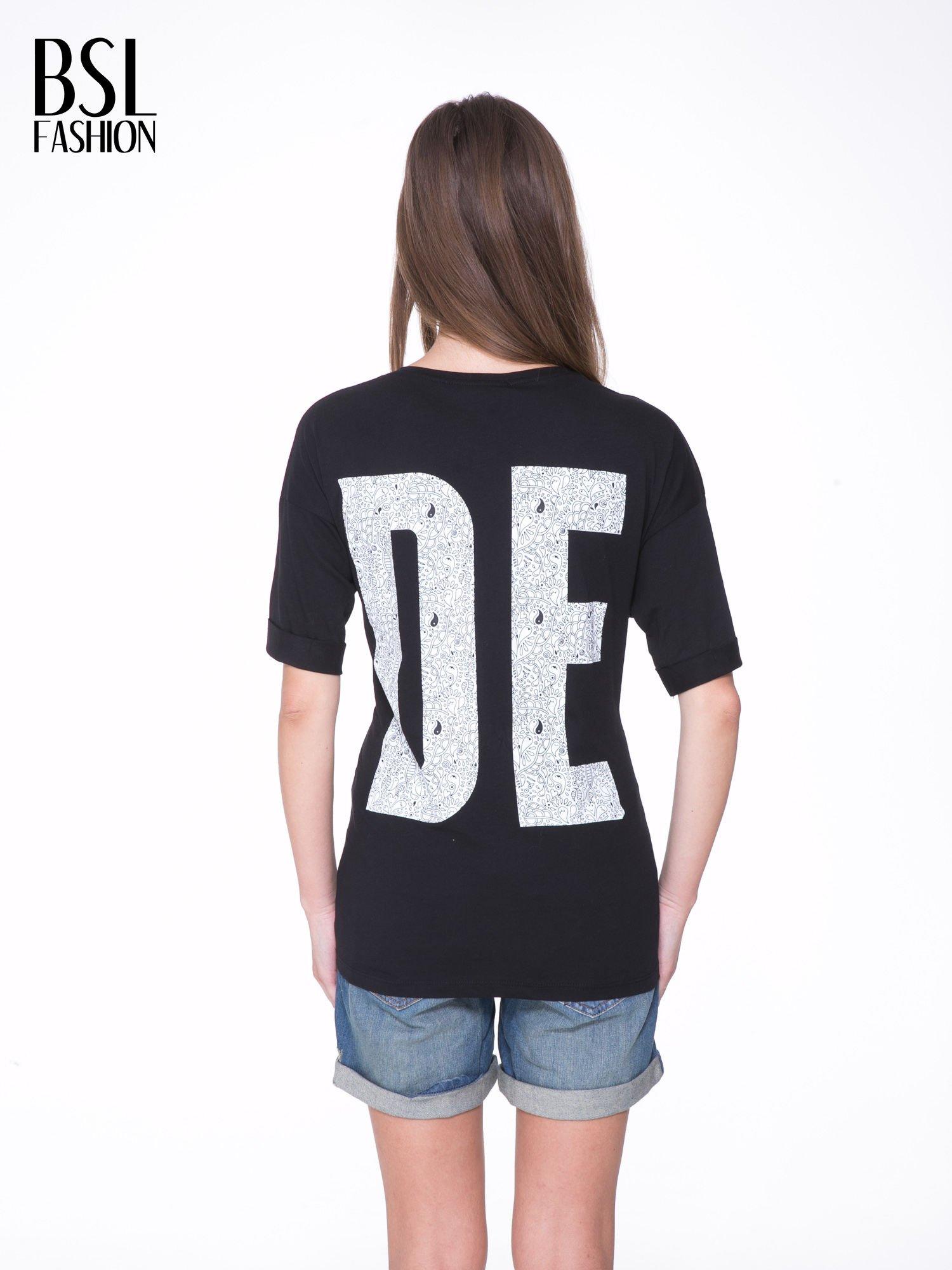 Czarny t-shirt z nadukiem DUDE z przodu i na plecach                                  zdj.                                  5