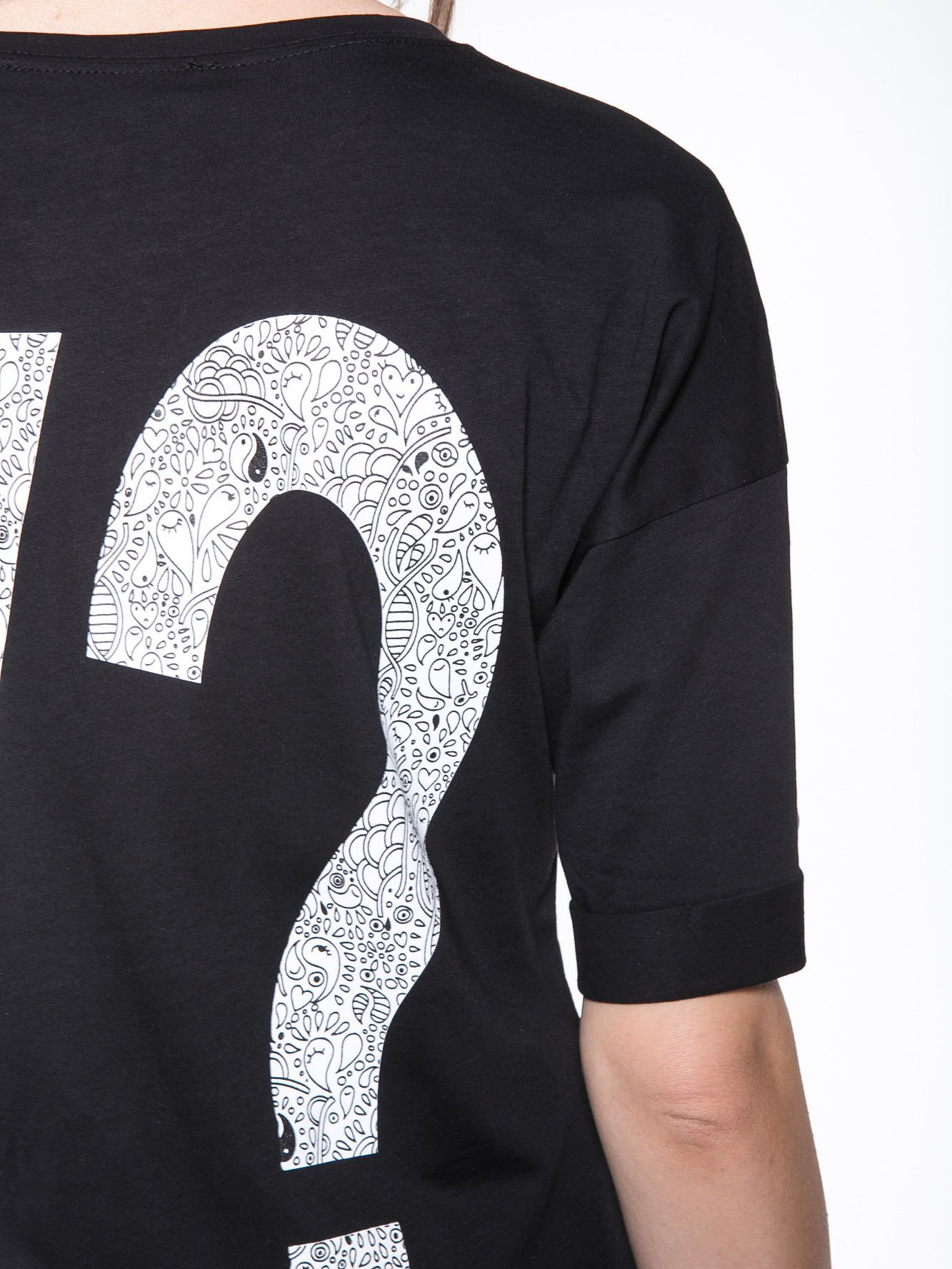 Czarny t-shirt z nadukiem WHY? z przodu i na plecach                                  zdj.                                  9