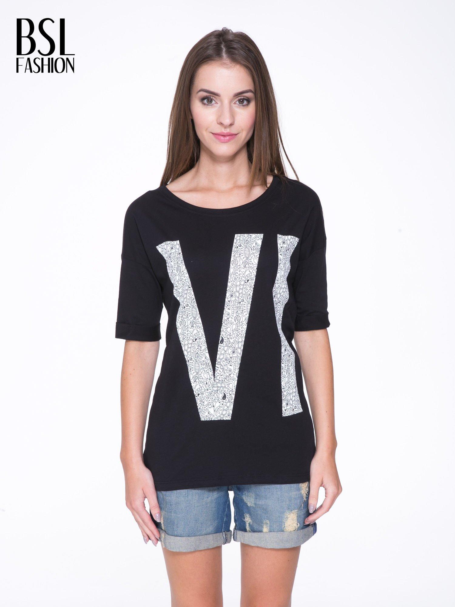 Czarny t-shirt z nadukiem WIBE z przodu i na plecach                                  zdj.                                  1