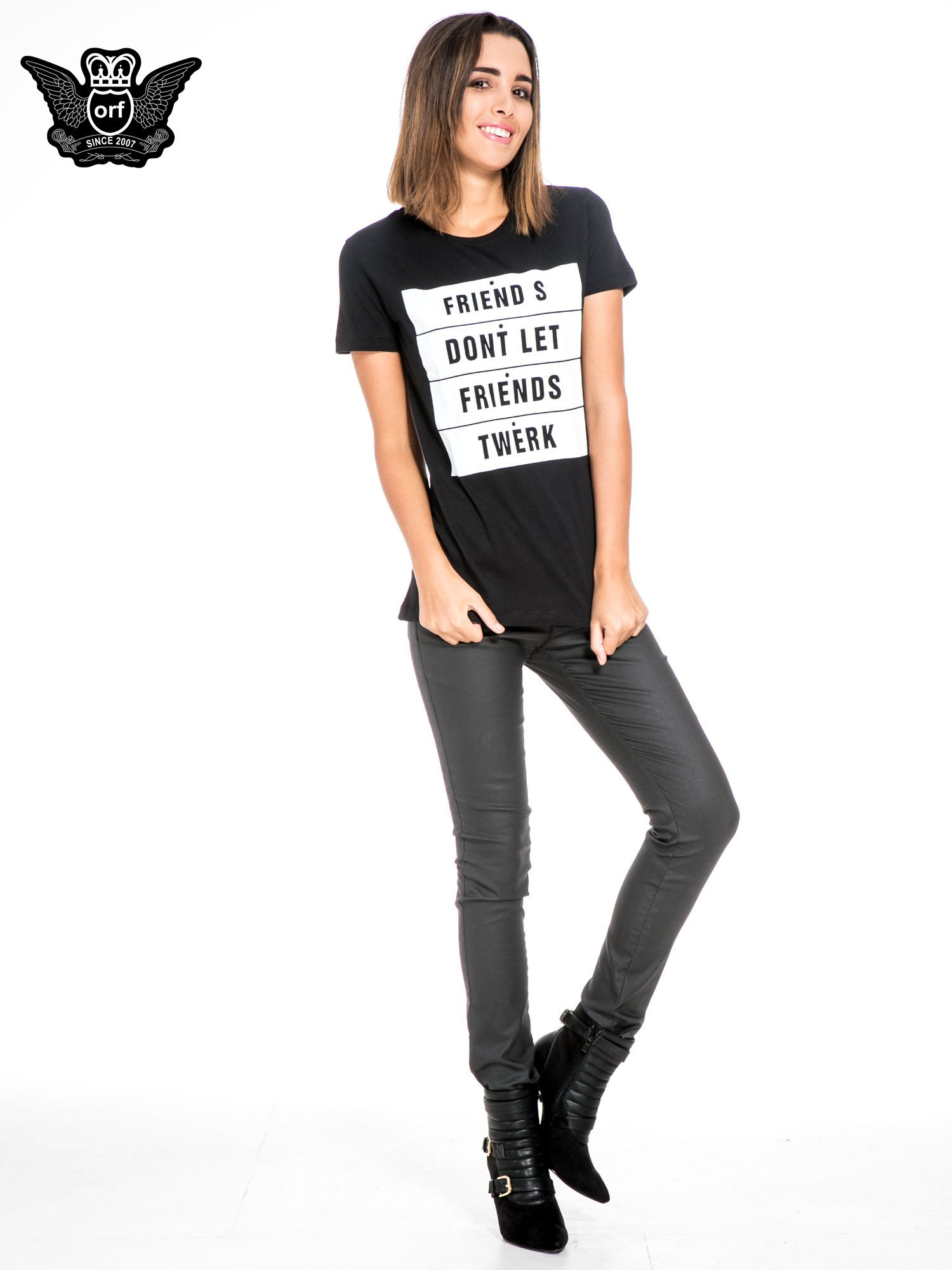 Czarny t-shirt z napisem FRIENDS DON'T LET FRIENDS TWERK                                  zdj.                                  2