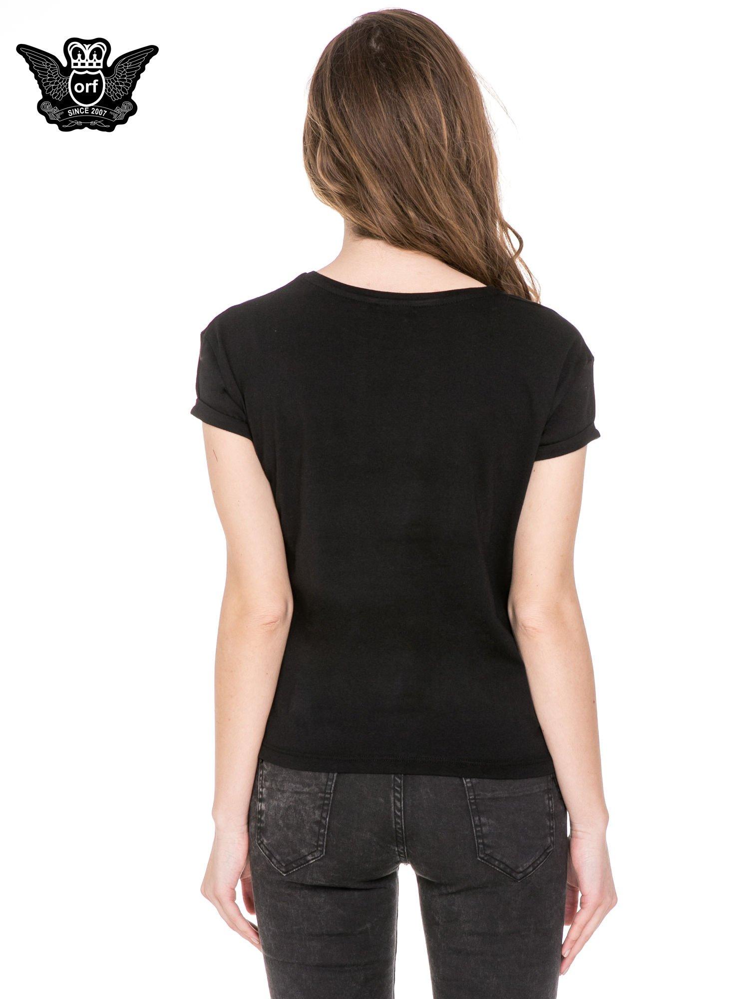 Czarny t-shirt z napisem I DON'T NEED A HERO z cekinów                                  zdj.                                  4