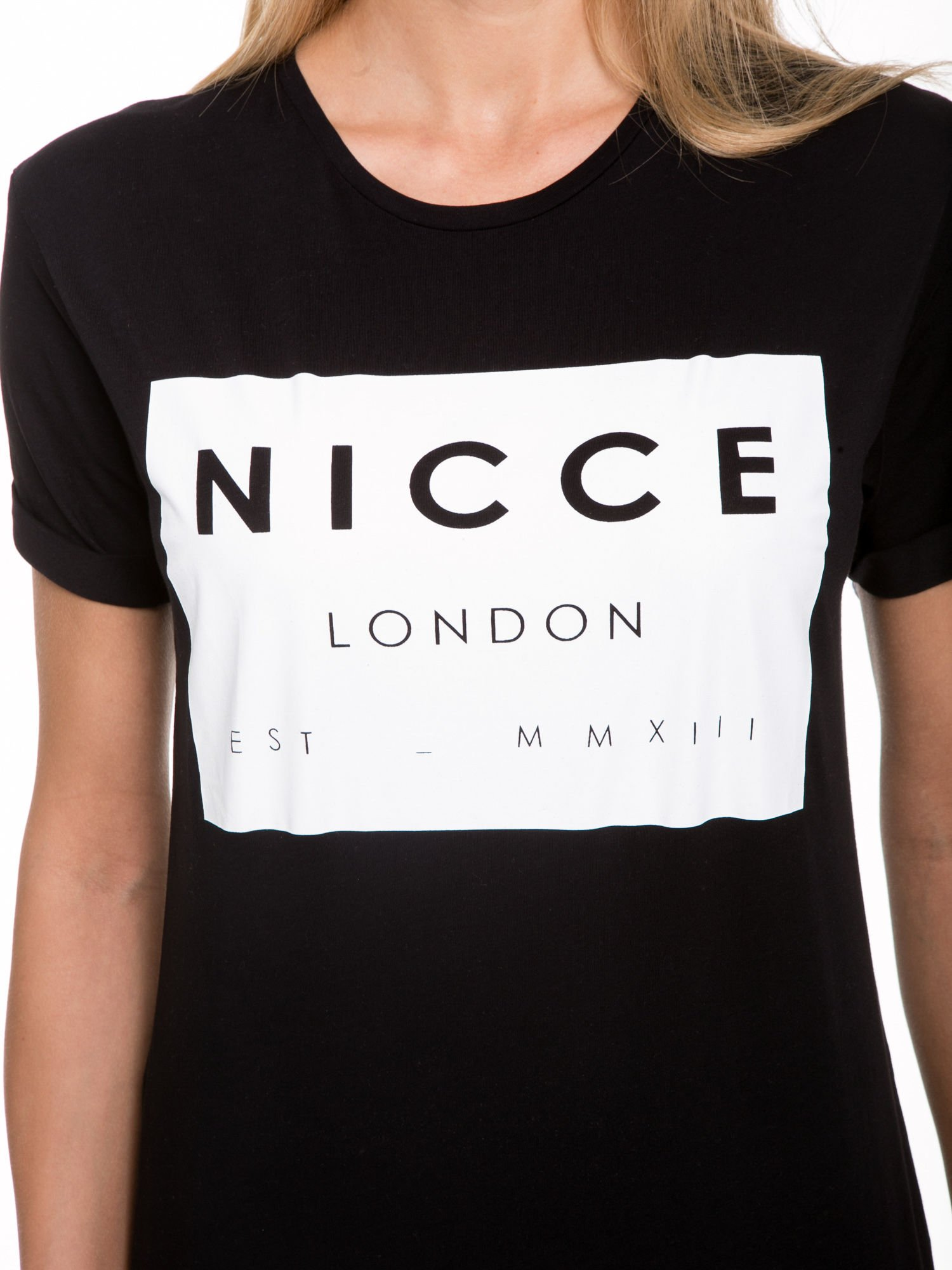 Czarny t-shirt z napisem w minimalistycznym stylu NICCE LONDON                                  zdj.                                  7