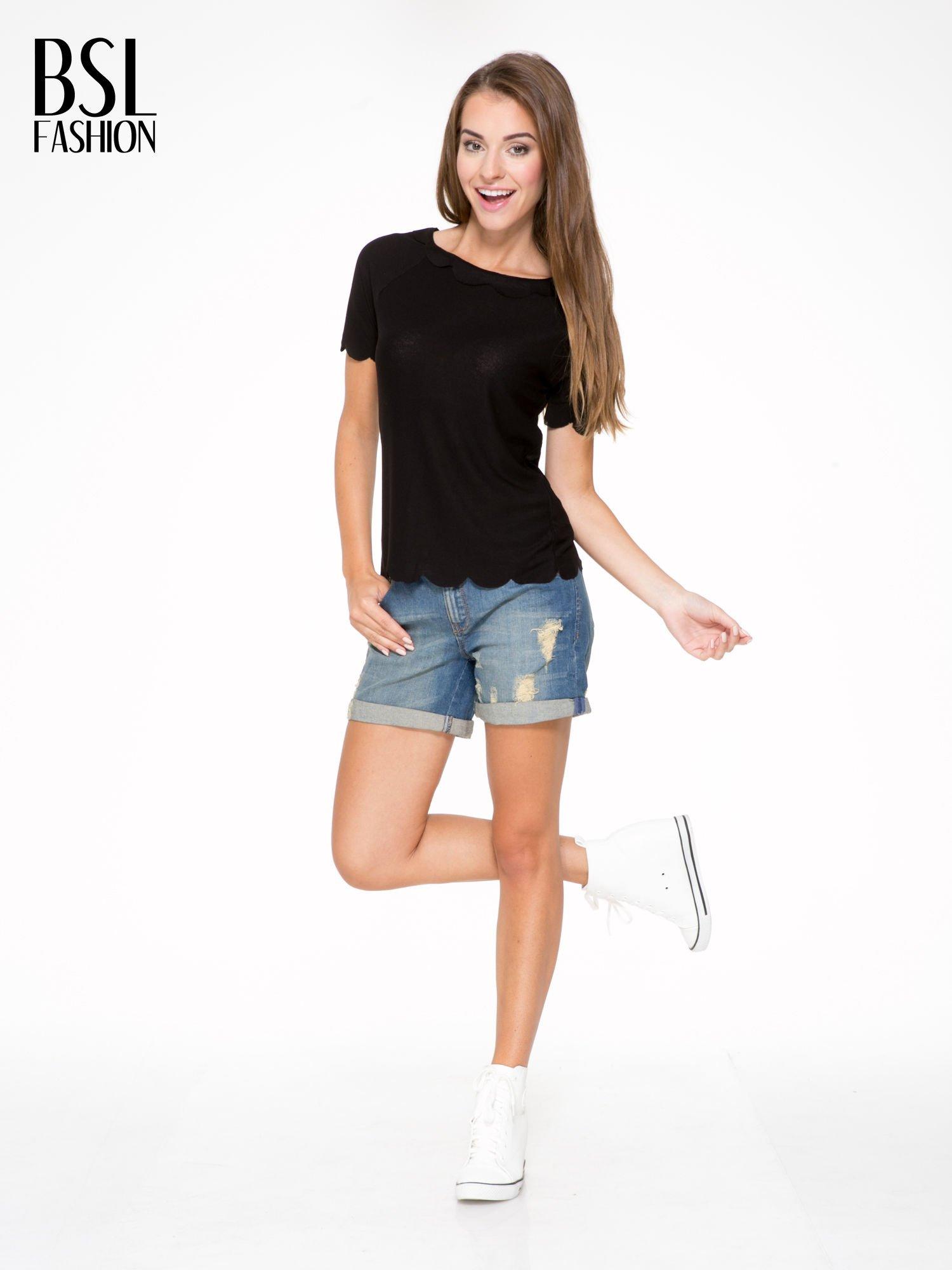 Czarny t-shirt z ozdobnym wykończeniem                                  zdj.                                  5