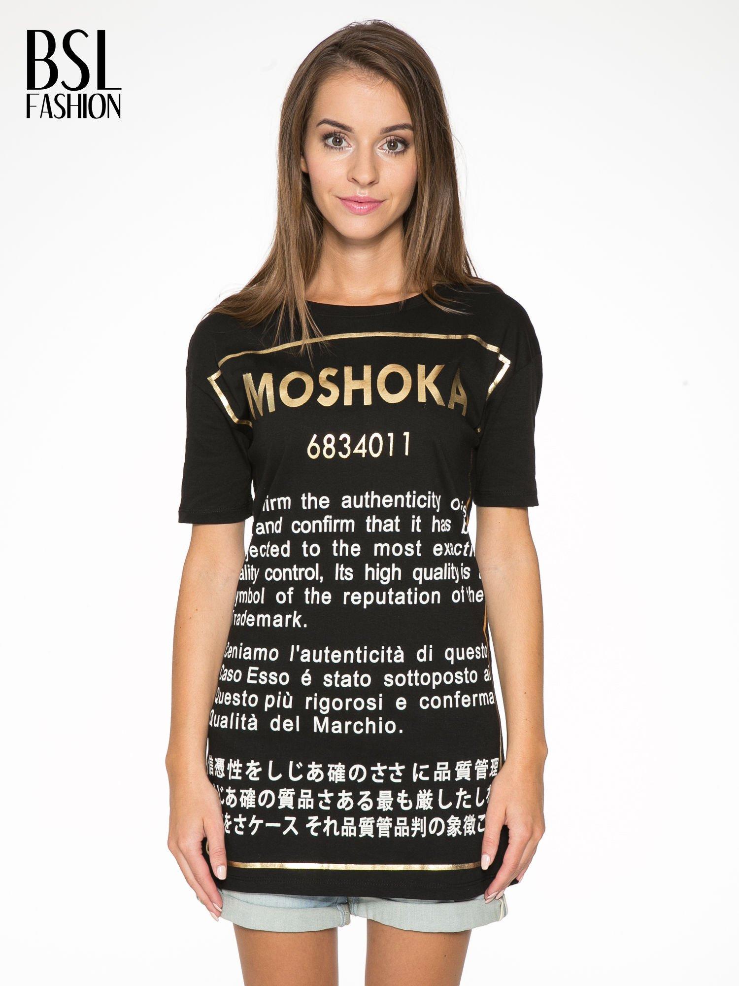 Czarny t-shirt z tekstowym nadrukiem i znakami chińskimi                                  zdj.                                  1