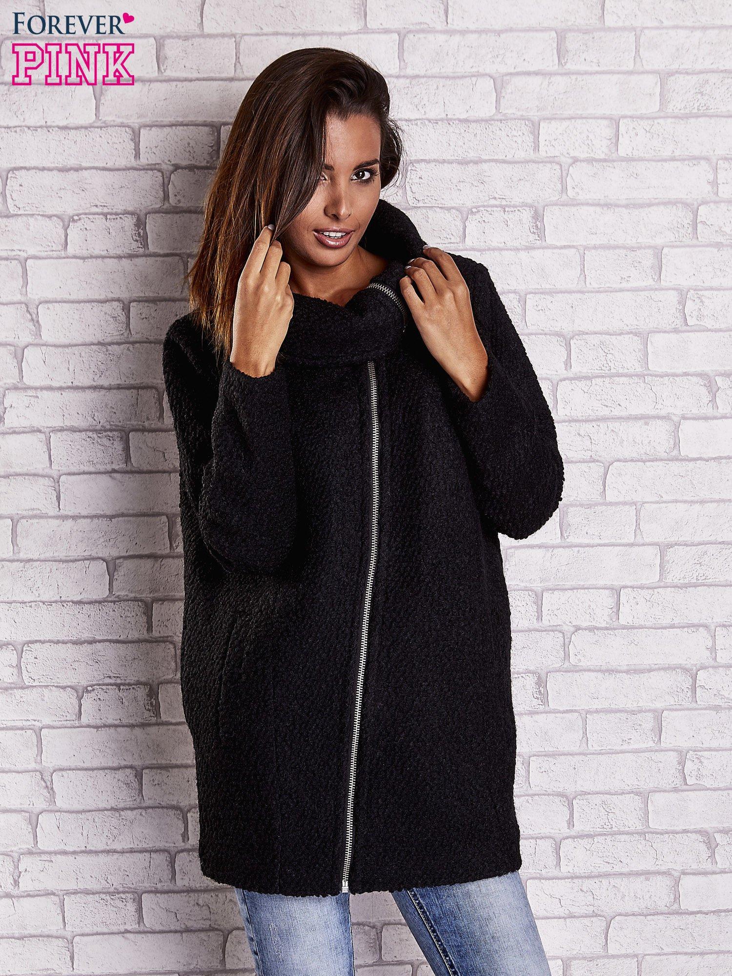 Czarny wełniany płaszcz z kieszeniami i dużym kołnierzem                                  zdj.                                  1