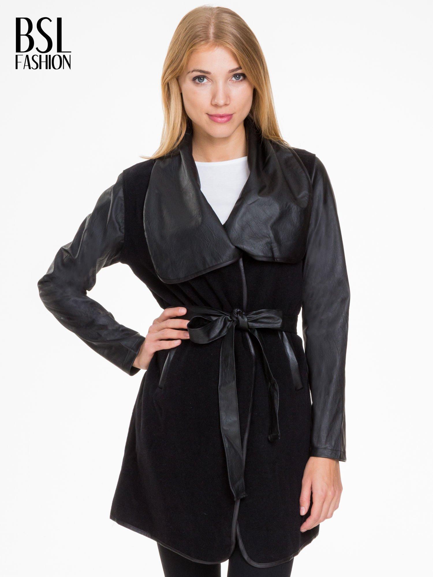 Czarny wełniany płaszcz ze skórzanymi rękawami                                  zdj.                                  1