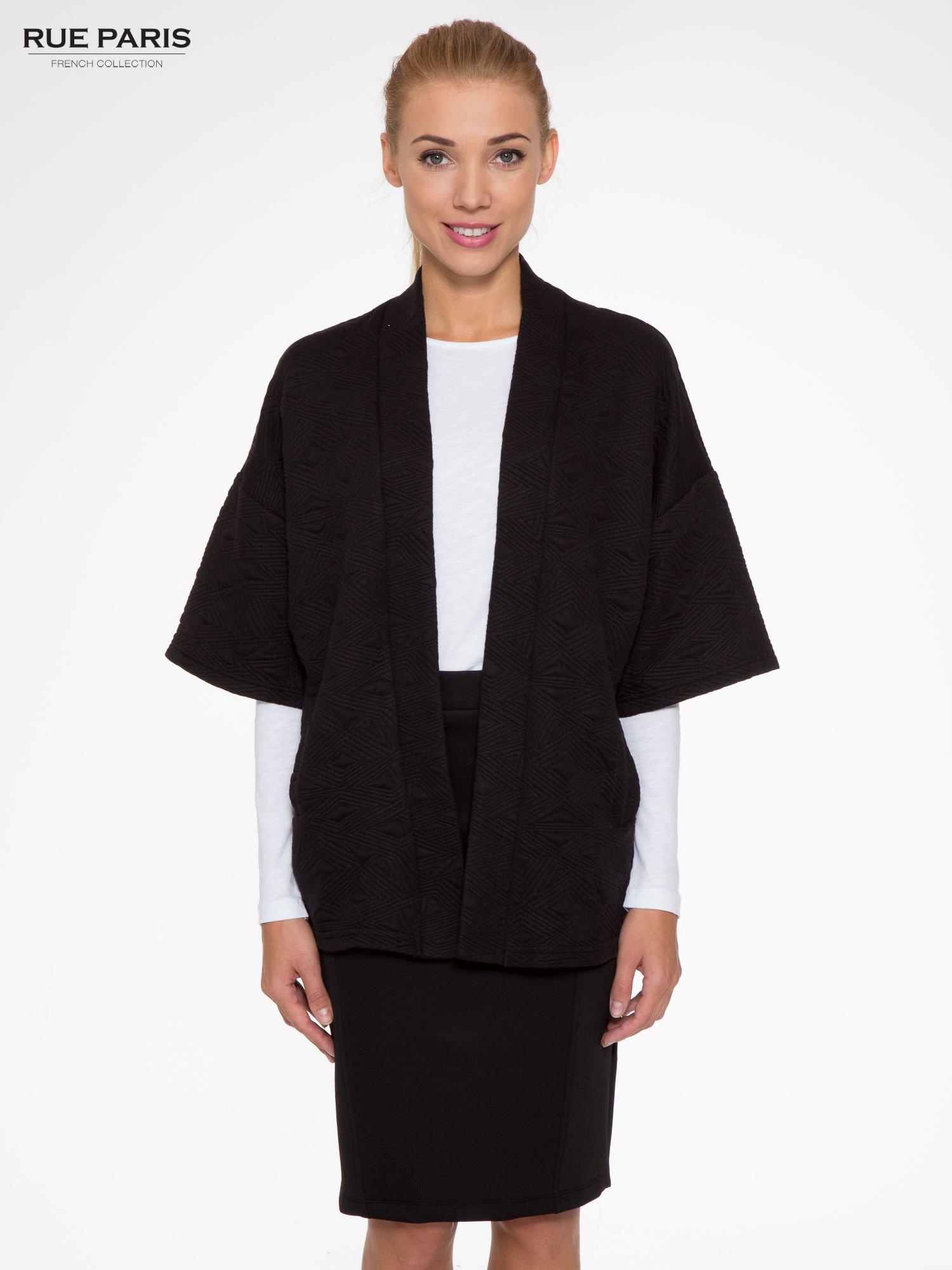 e2750d7d0c81e Czarny żakiet kimono o fakturze w geometryczne wzory - Kurtka żakiet ...