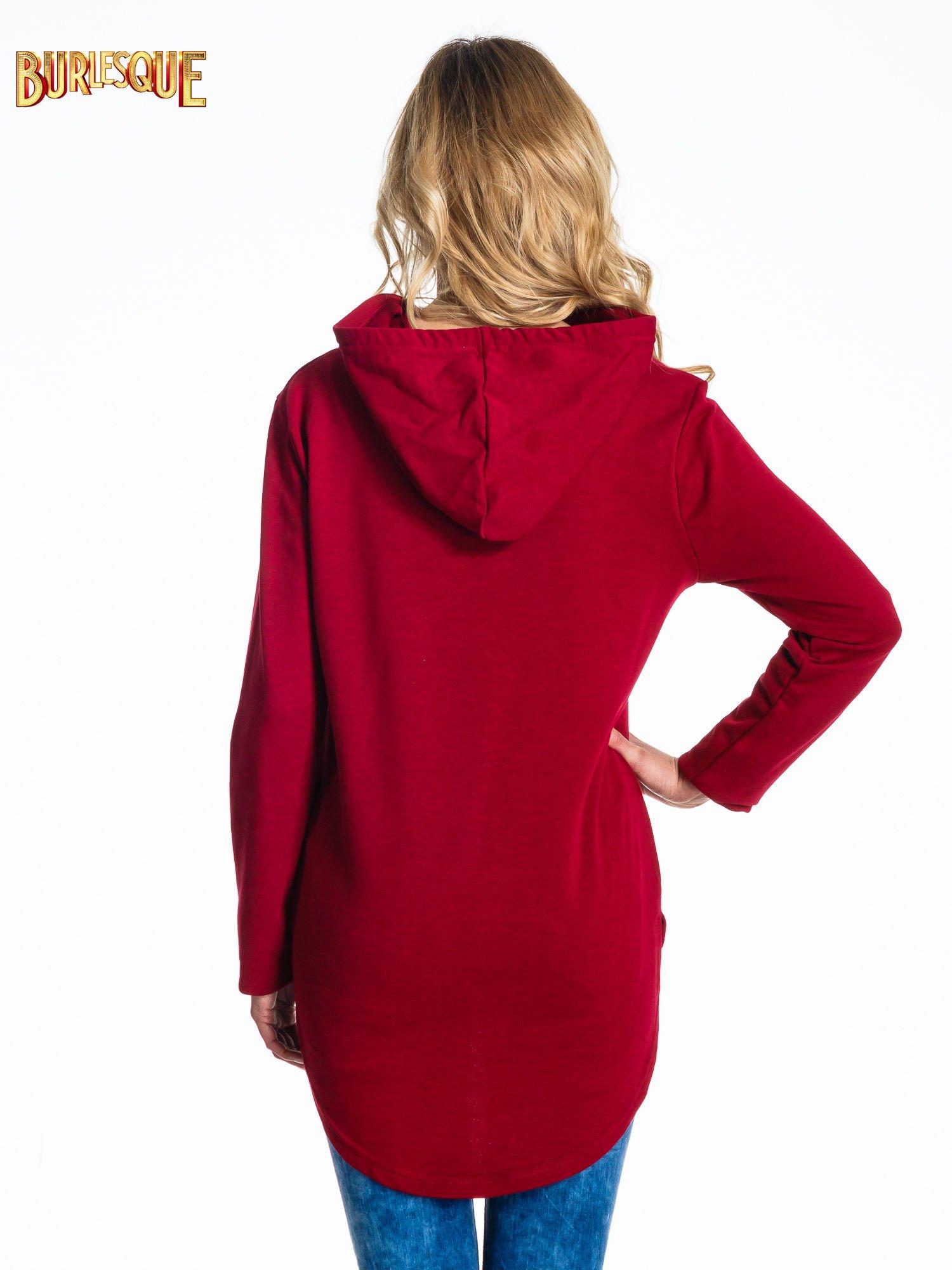 Czerwona bluza z kapturem i napisem A WALK AT THE SEA                                  zdj.                                  4