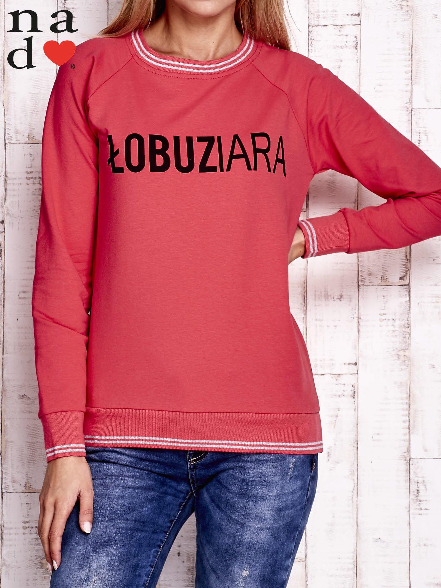 Czerwona bluza z napisem ŁOBUZIARA                                  zdj.                                  1