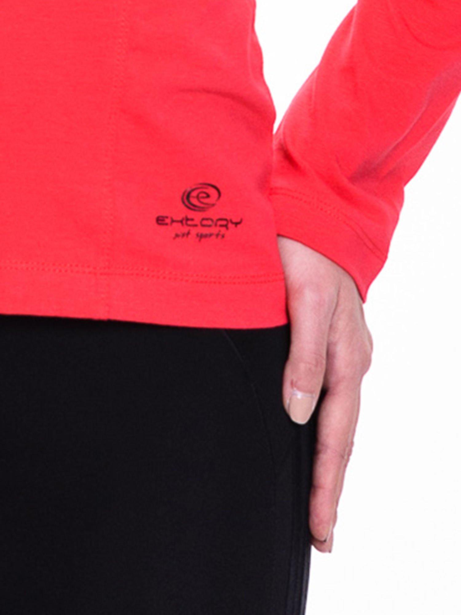Czerwona bluzka sportowa z dekoltem U                                  zdj.                                  5