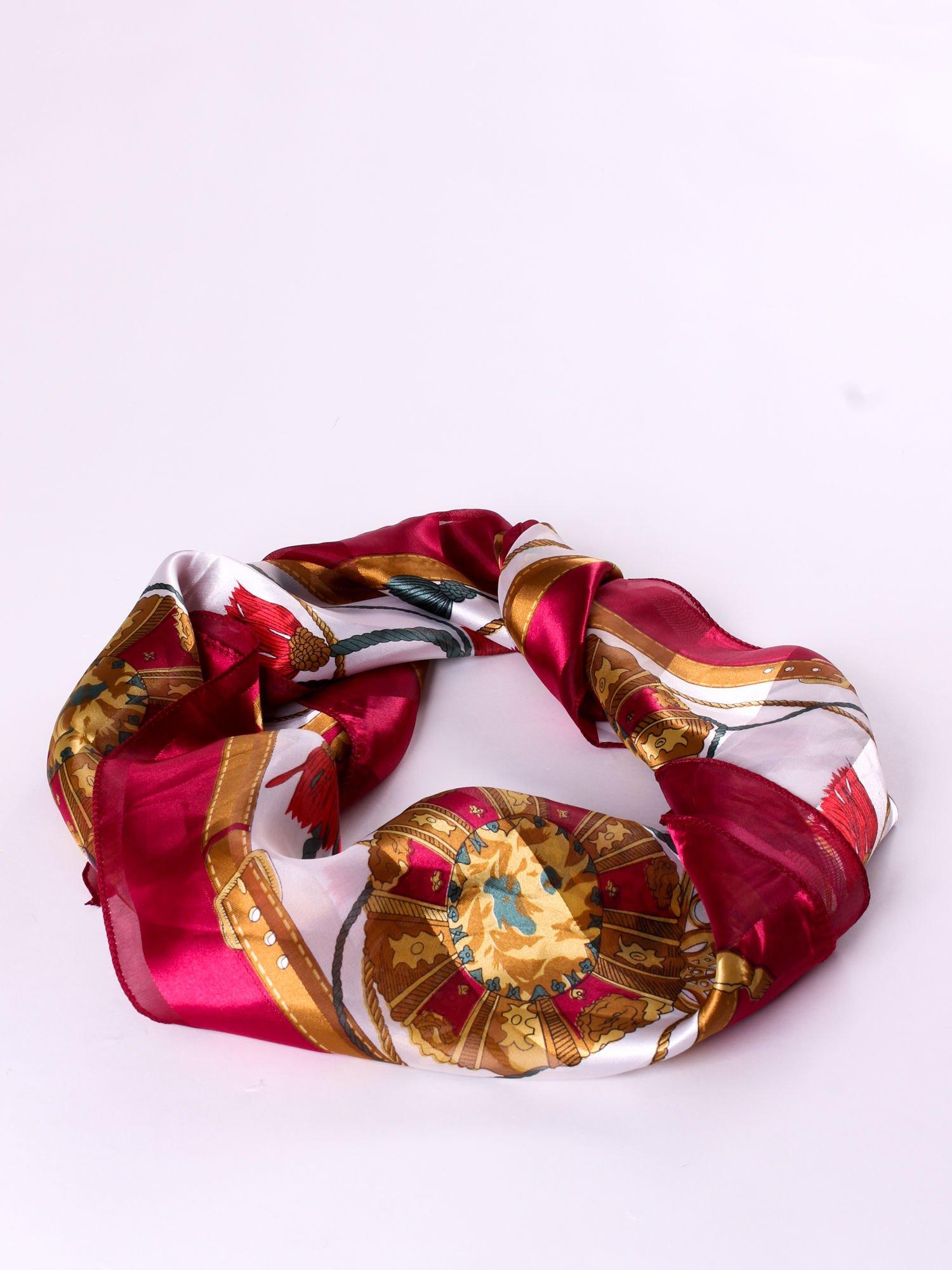 Czerwona chusta apaszka z nadrukiem w barokowym stylu                                  zdj.                                  2
