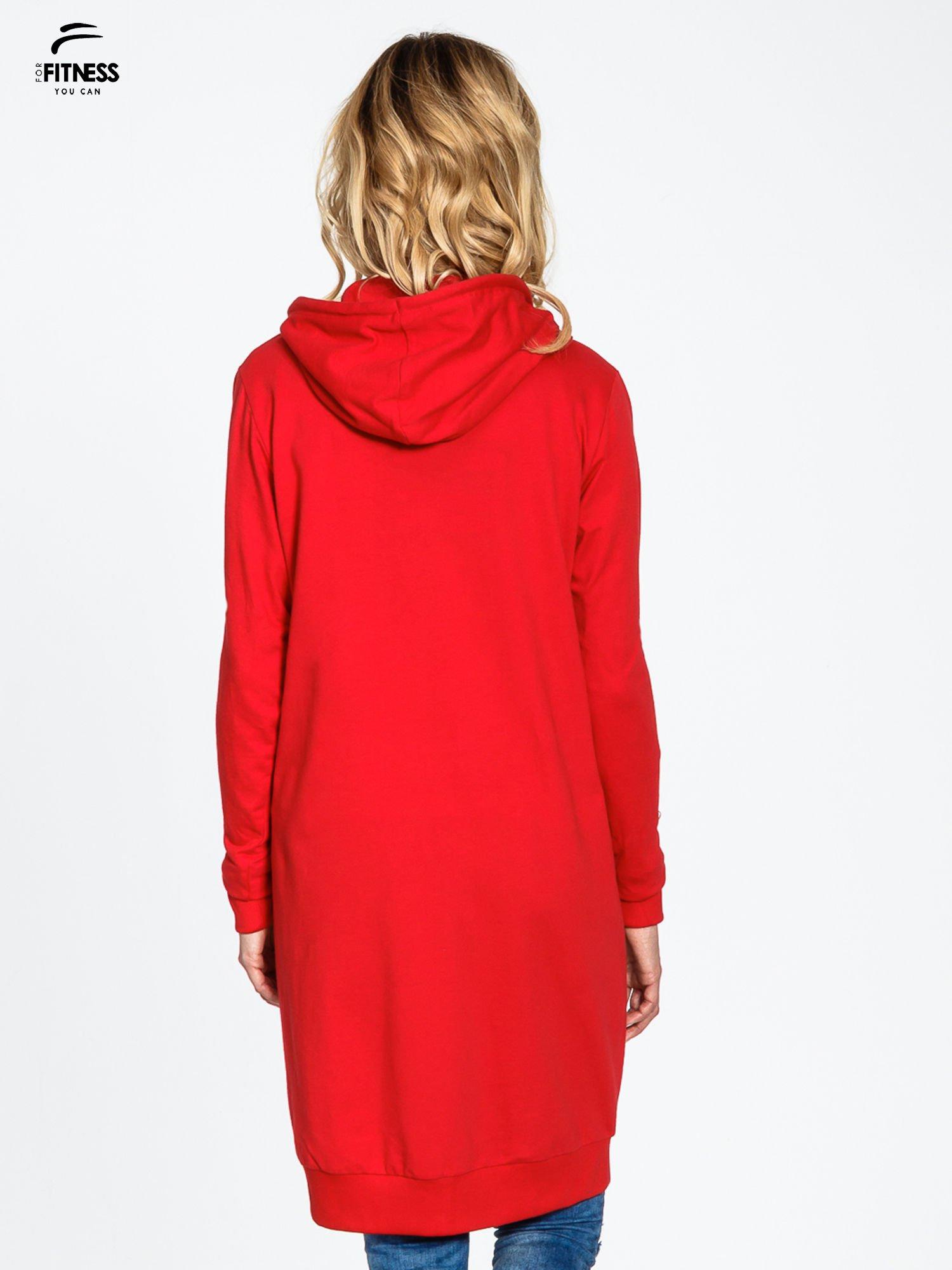 Czerwona długa bluza z kapturem                                   zdj.                                  4
