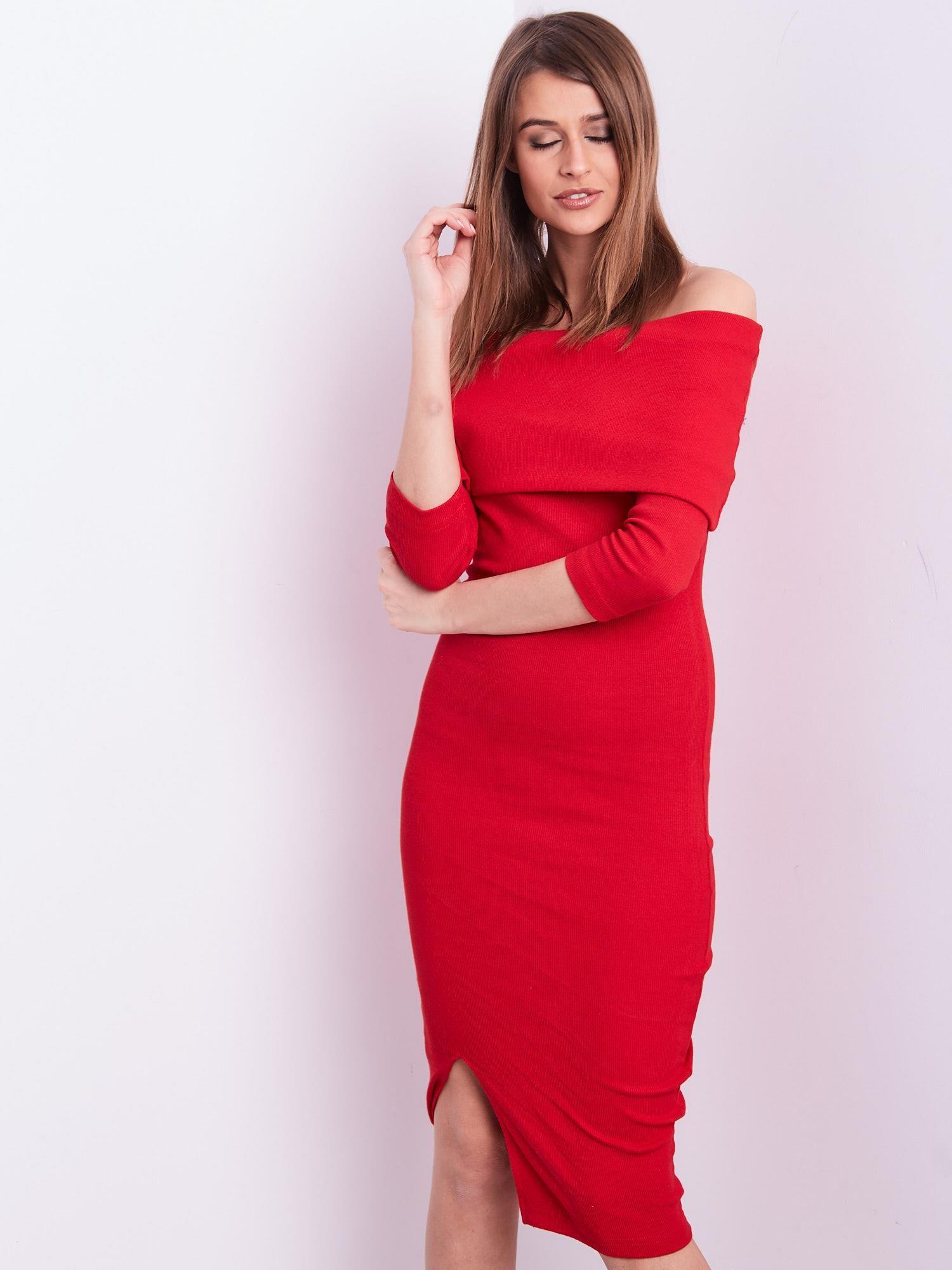c623548c39 Czerwona dopasowana sukienka z odkrytymi ramionami - Sukienka na co ...