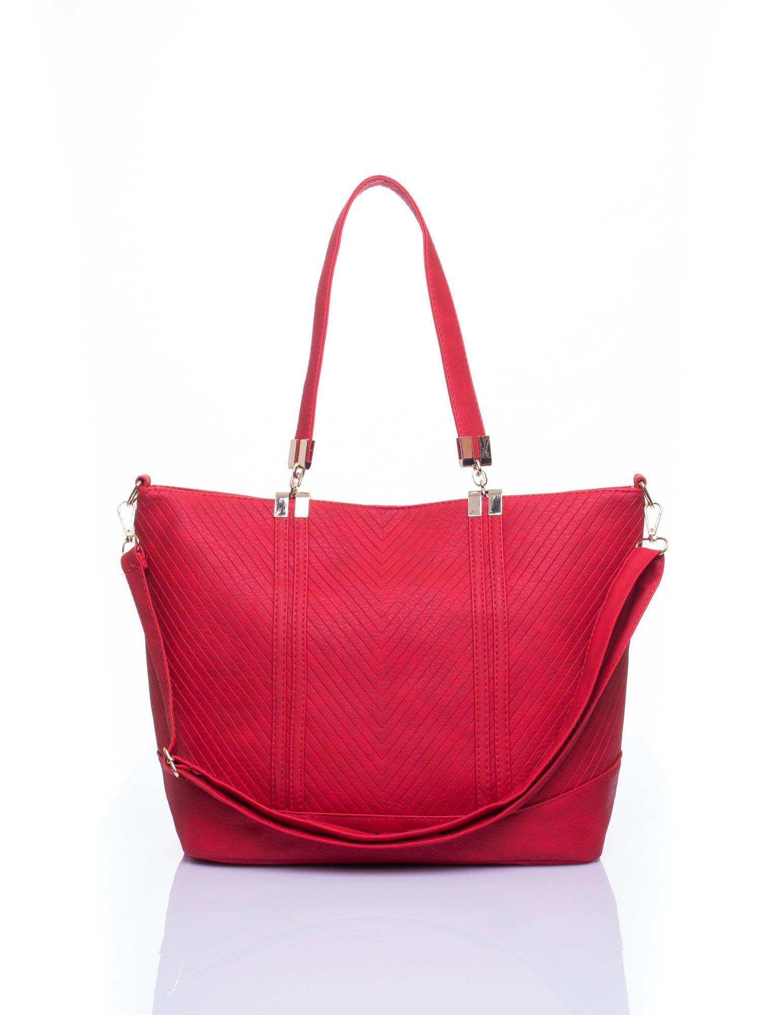 Czerwona fakturowana torebka damska ze złotymi okuciami                                  zdj.                                  1