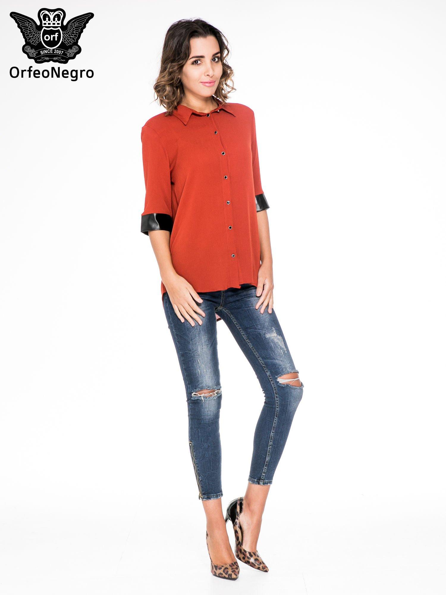 Czerwona koszula ze skórzanymi mankietami                                  zdj.                                  4