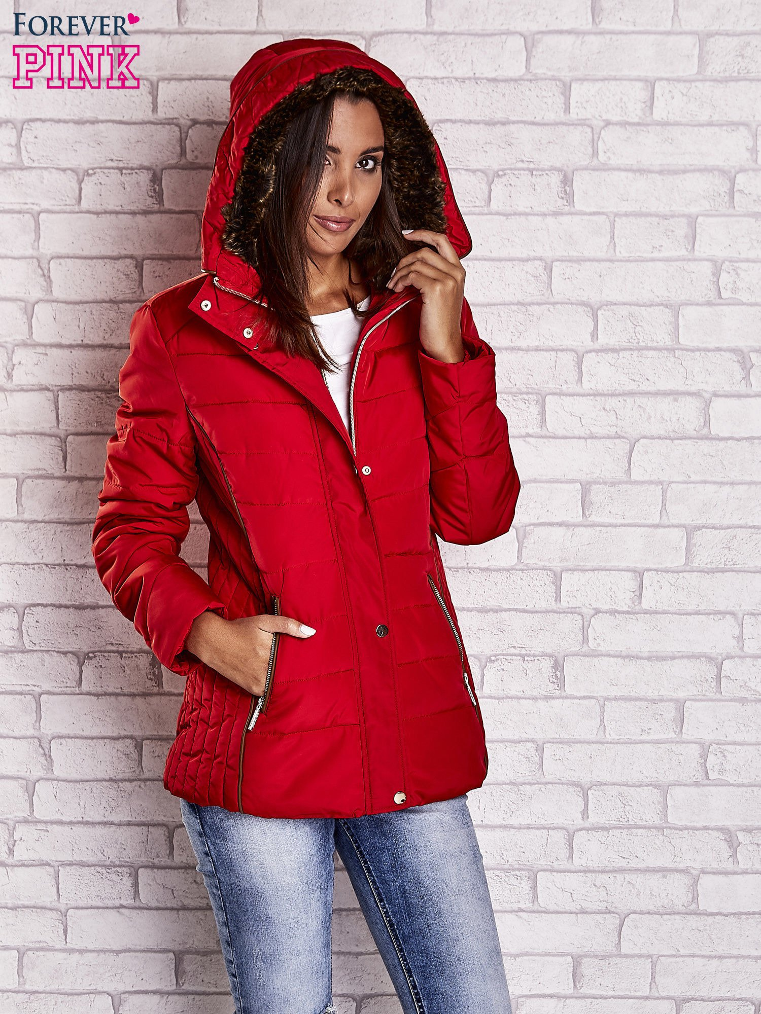 Czerwona kurtka zimowa ze skórzaną lamówką i futrzanym kapturem                                  zdj.                                  5