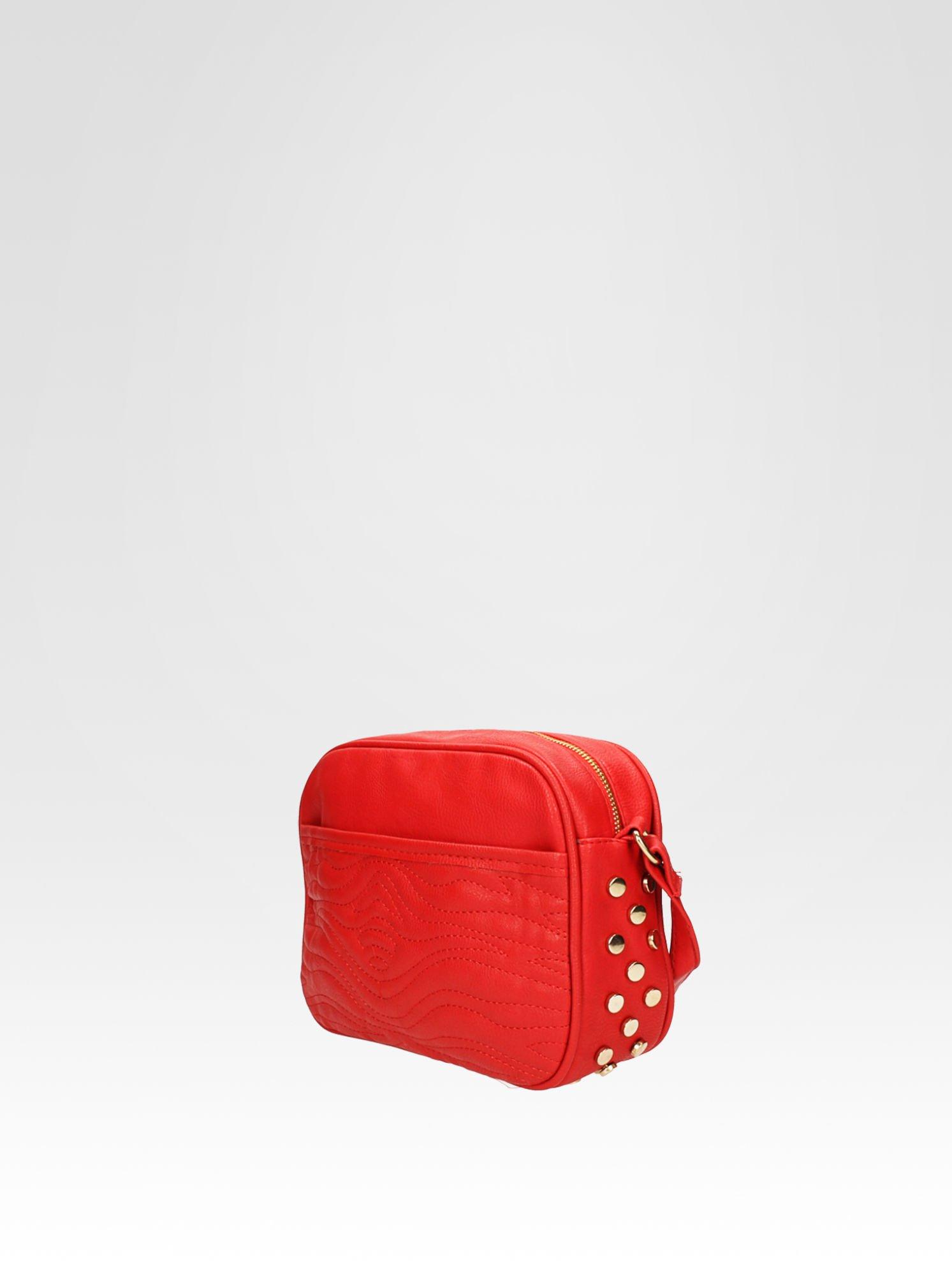 Czerwona mała torebka listonoszka z dżetami                                  zdj.                                  3