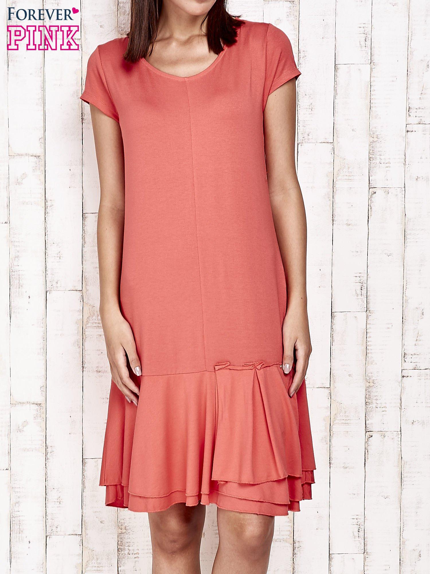Czerwona sukienka dresowa z ozdobną falbaną                                  zdj.                                  1