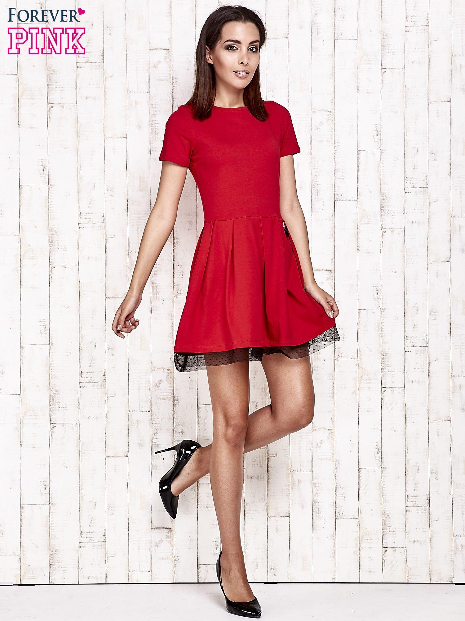 Czerwona sukienka dresowa z tiulem w groszki                                  zdj.                                  2