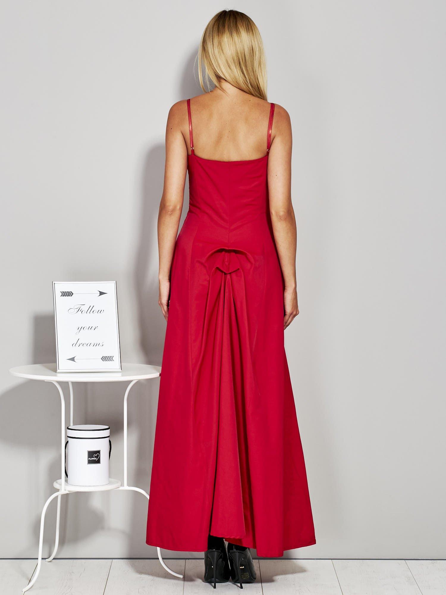fe58fbee Czerwona sukienka wieczorowa z drapowaniem