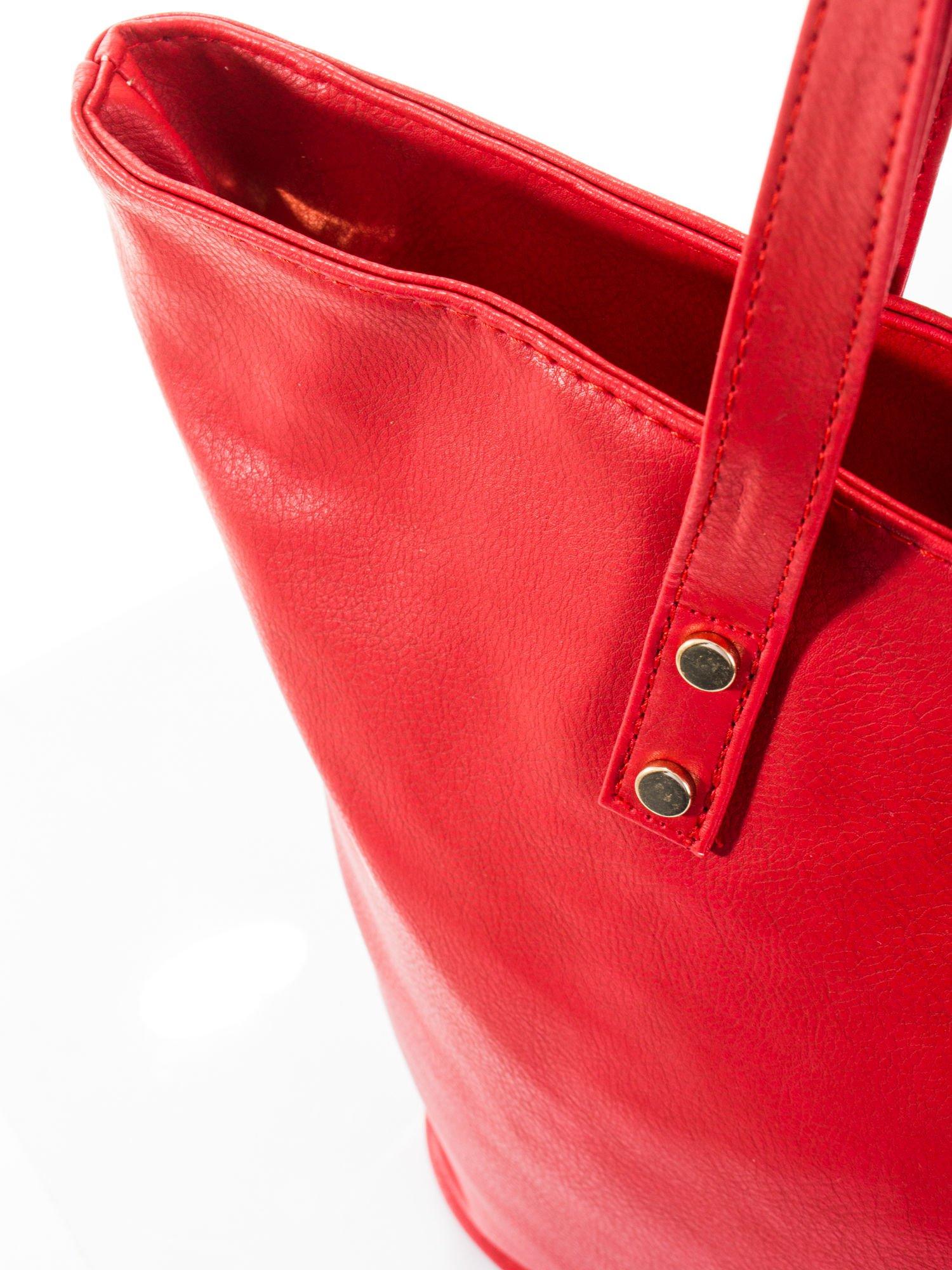 Czerwona torba ze złotym detalem                                  zdj.                                  6