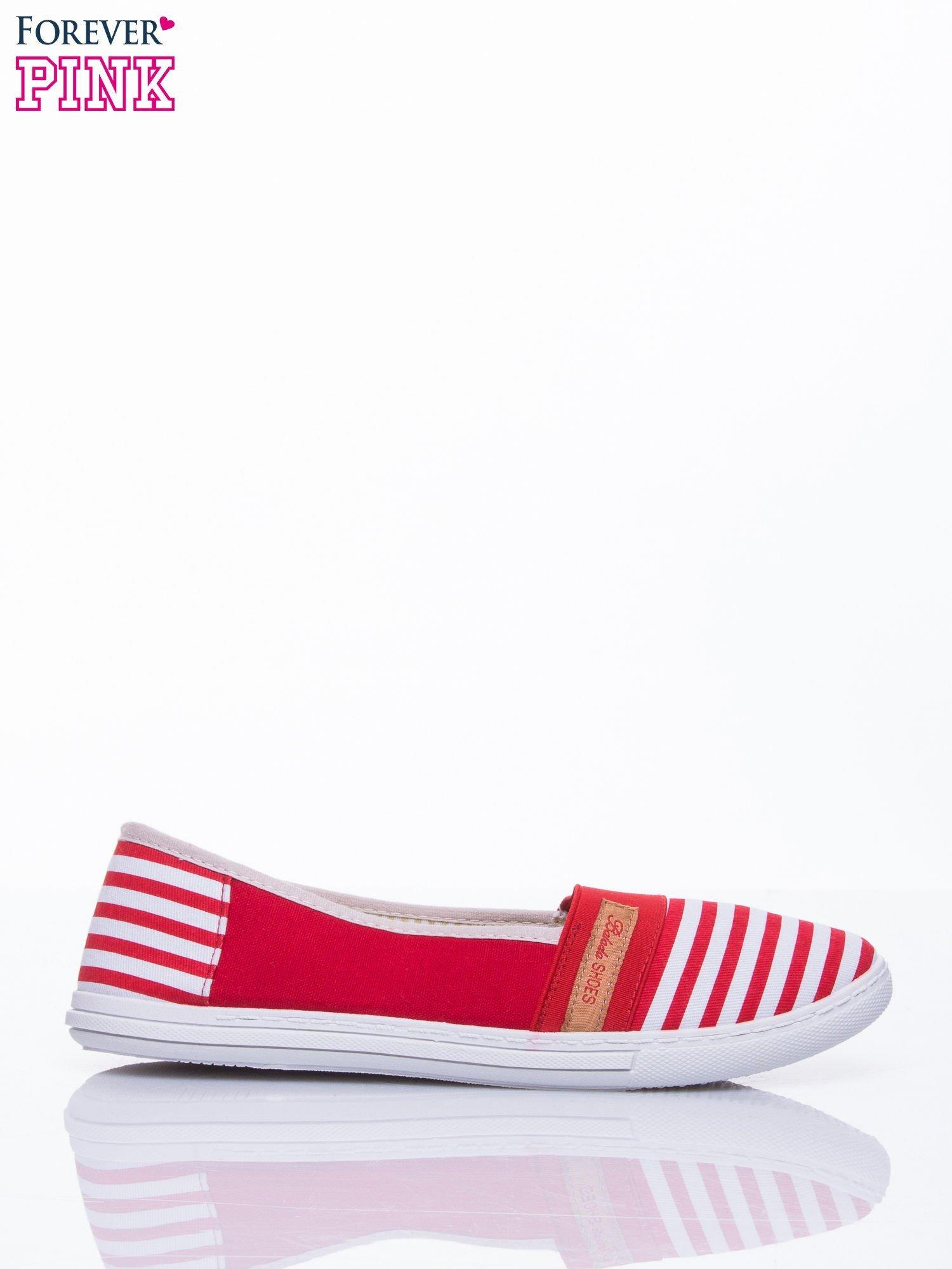 Czerwone buty sliponki w paski                                  zdj.                                  2