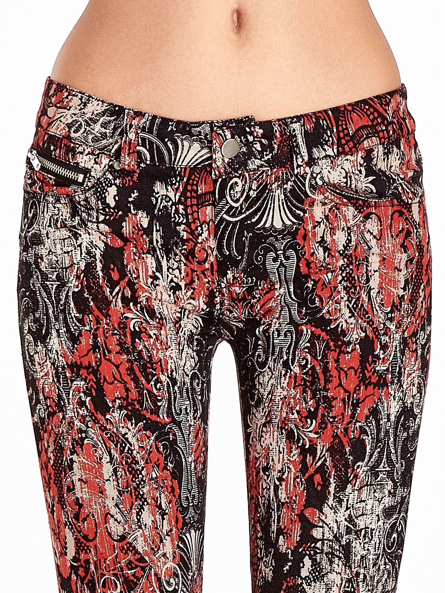 Czerwone spodnie skinny w kwiaty                                  zdj.                                  5