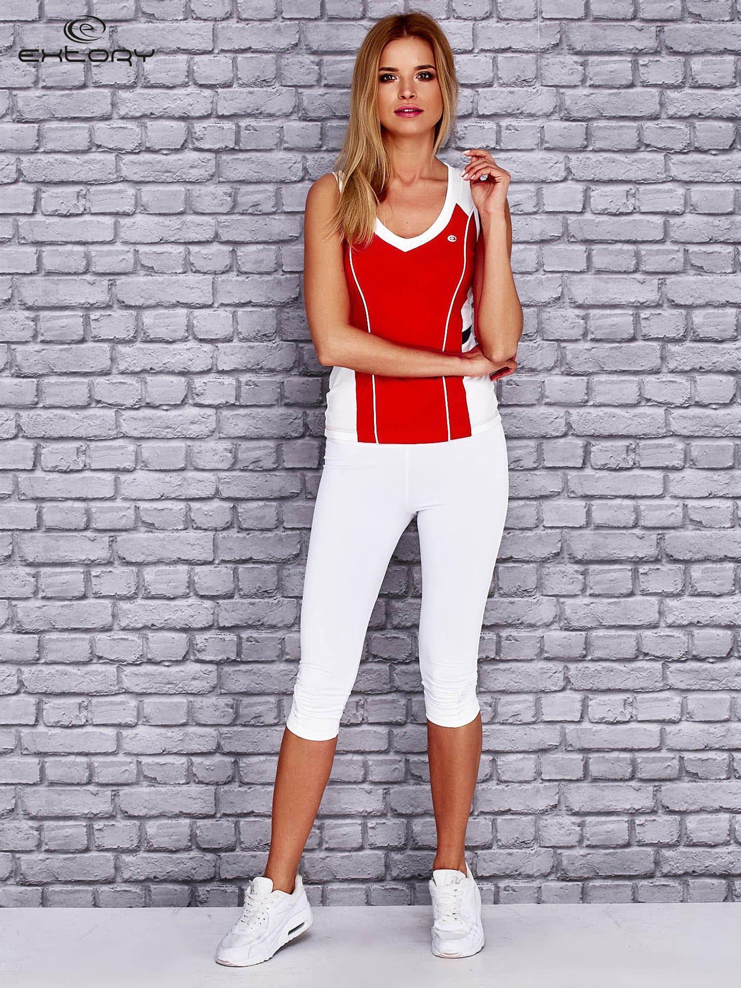 Czerwono-biały damski top sportowy z nadrukiem na plecach                                  zdj.                                  4