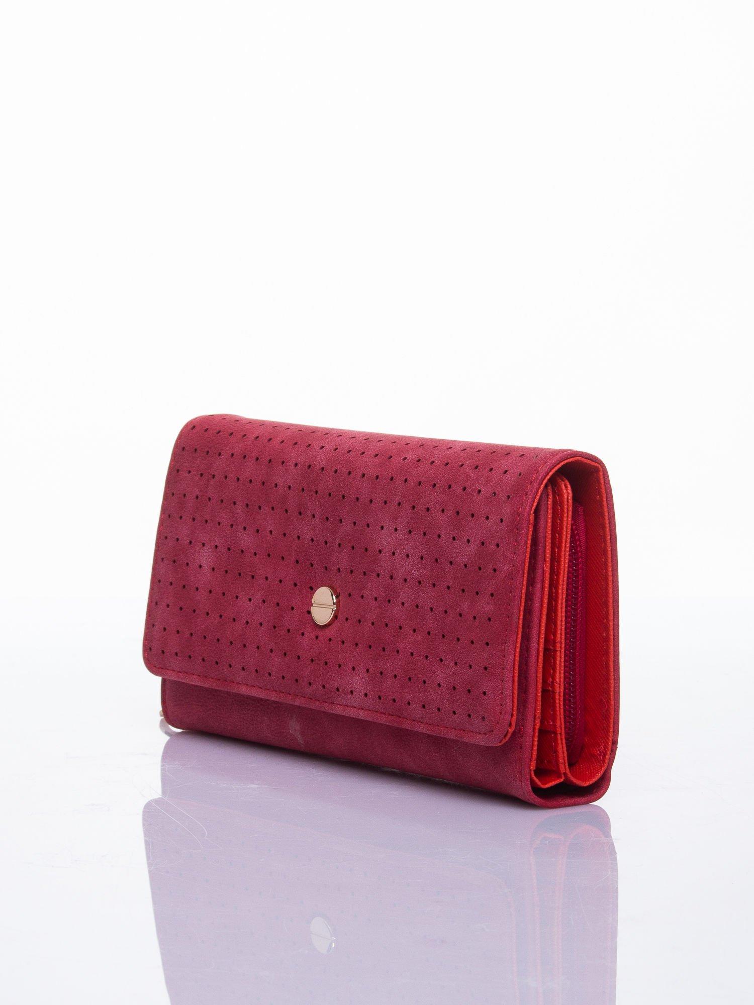 Czerwony ażurowany portfel ze złotym suwakiem                                  zdj.                                  2
