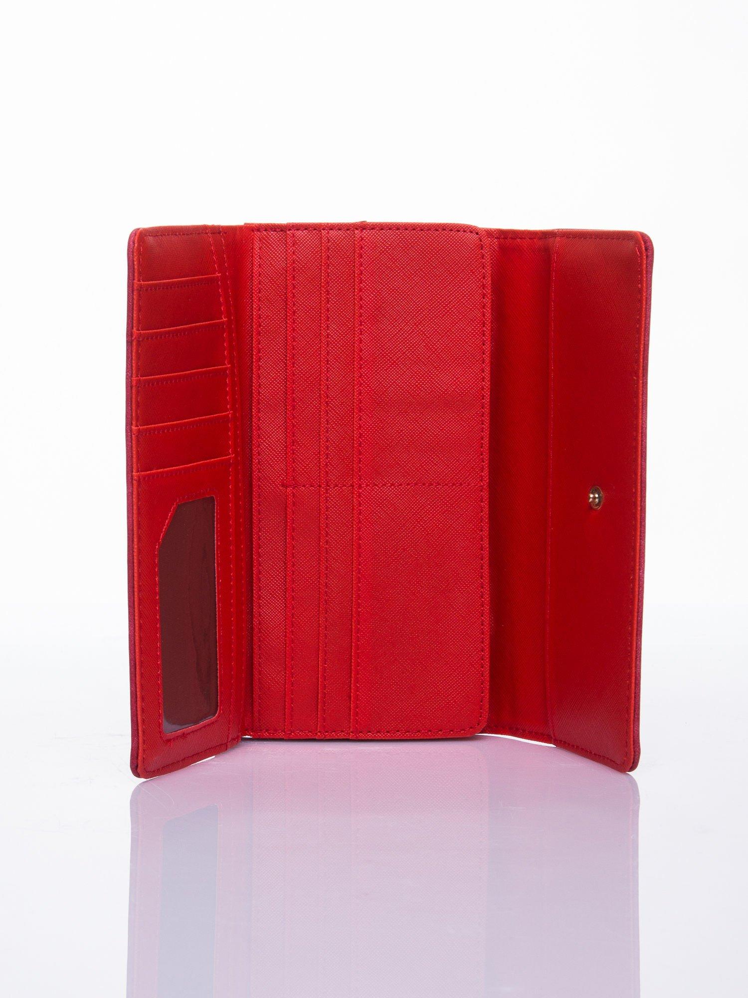 Czerwony ażurowany portfel ze złotym suwakiem                                  zdj.                                  3