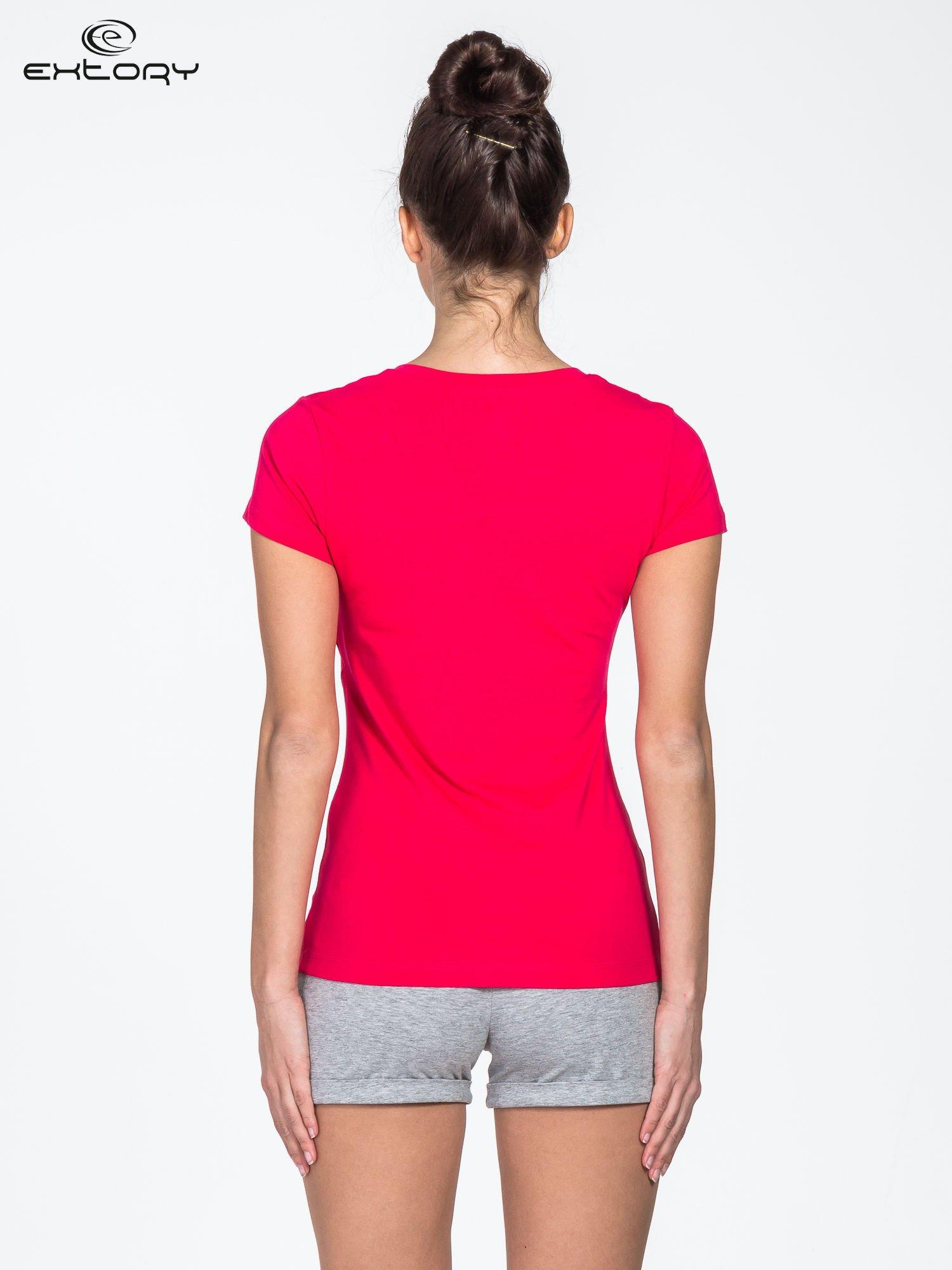 Czerwony damski t-shirt sportowy z modelującymi przeszyciami                                  zdj.                                  4