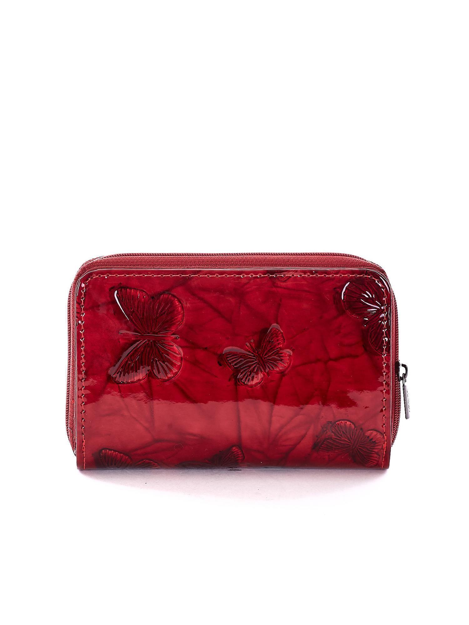 76194b1ea0c94 Czerwony lakierowany portfel w tłoczone motyle - Akcesoria portfele - sklep  eButik.pl