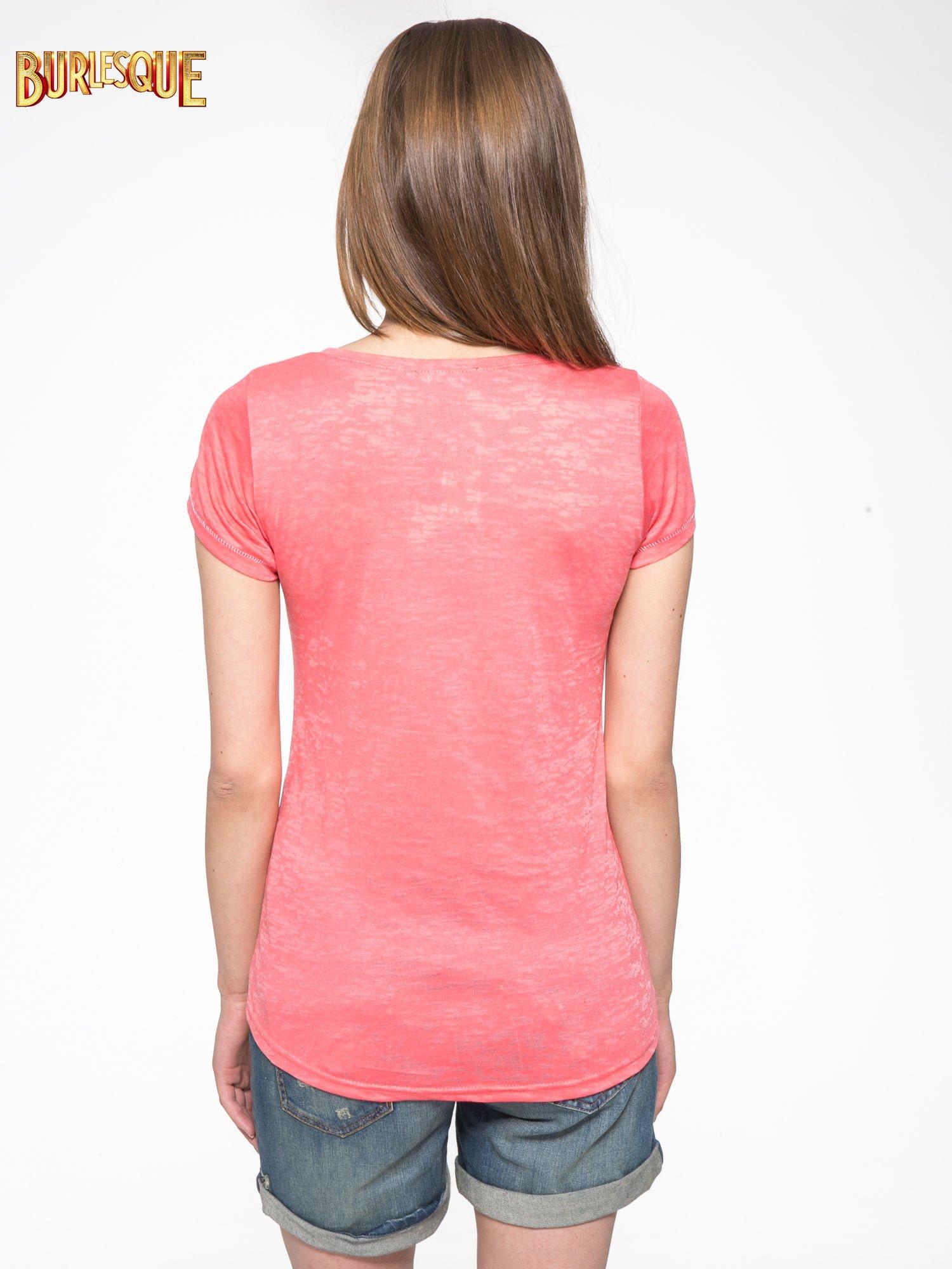 Czerwony półtransparentny t-shirt z napisem                                  zdj.                                  4