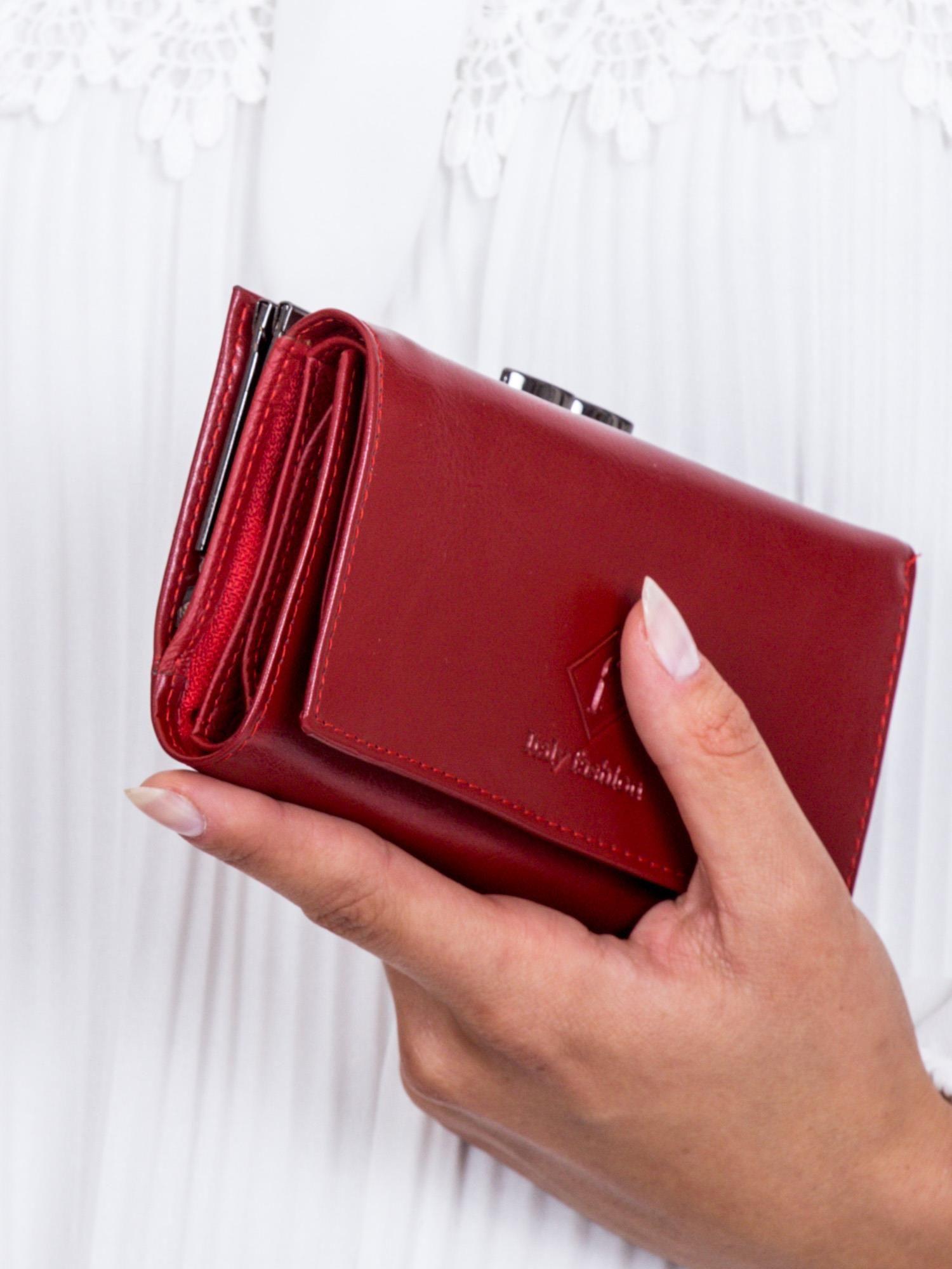 1b54c35251c24 Czerwony portfel damski z zapięciem na bigiel - Akcesoria portfele ...