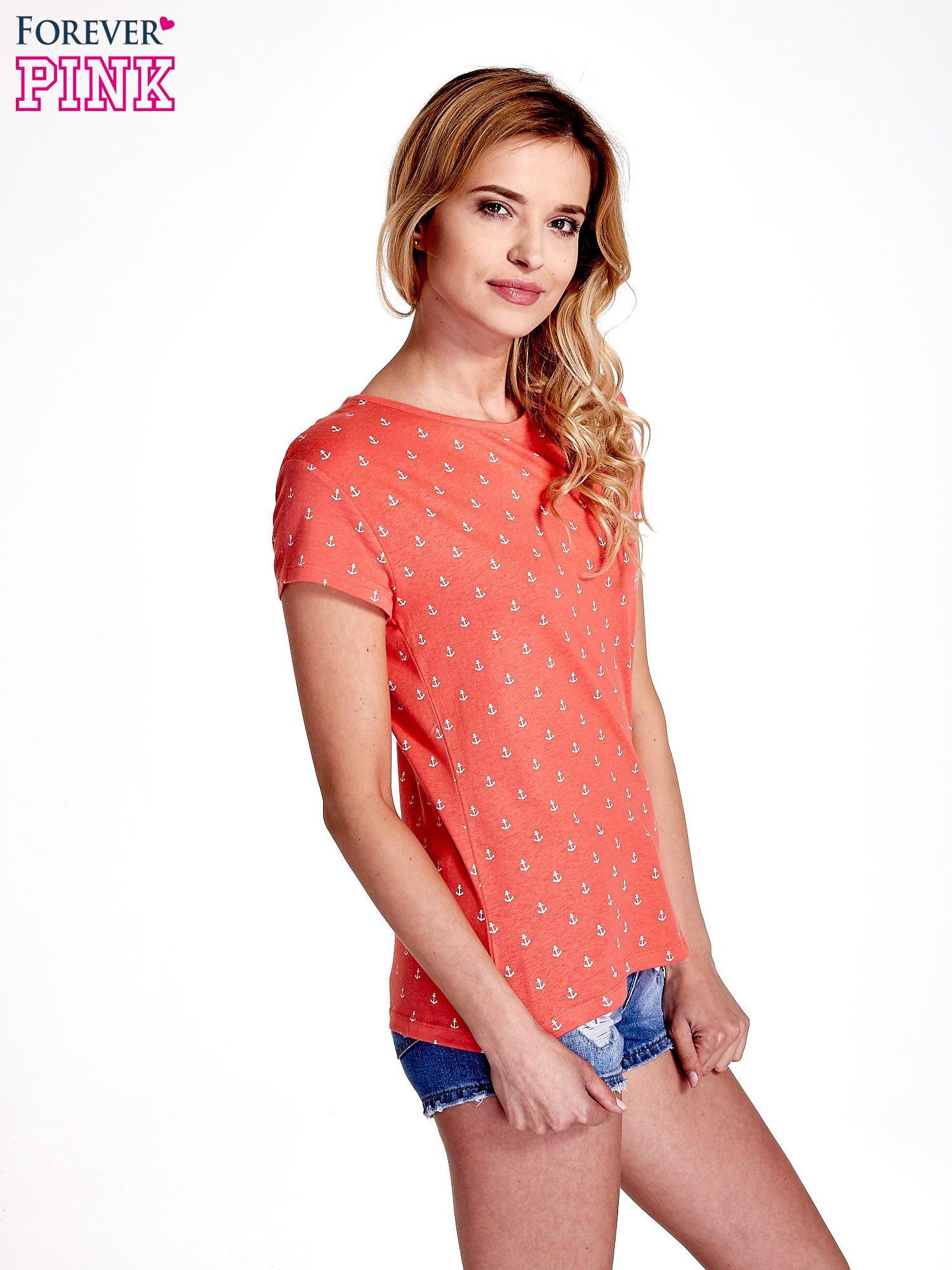 Czerwony t-shirt w drobne kotwice                                  zdj.                                  3