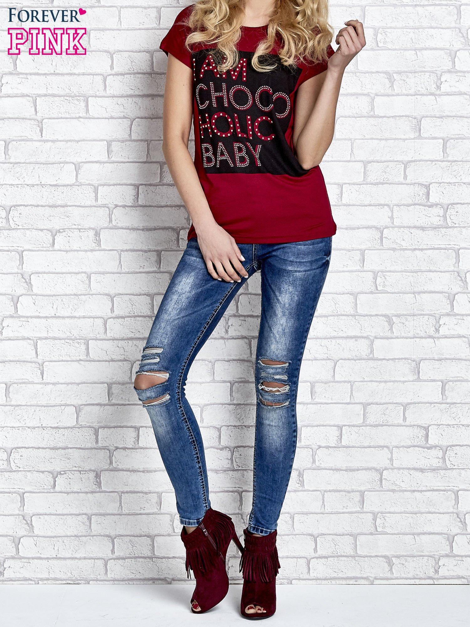 Czerwony t-shirt z napisem I AM CHOCOHOLIC BABY                                  zdj.                                  2