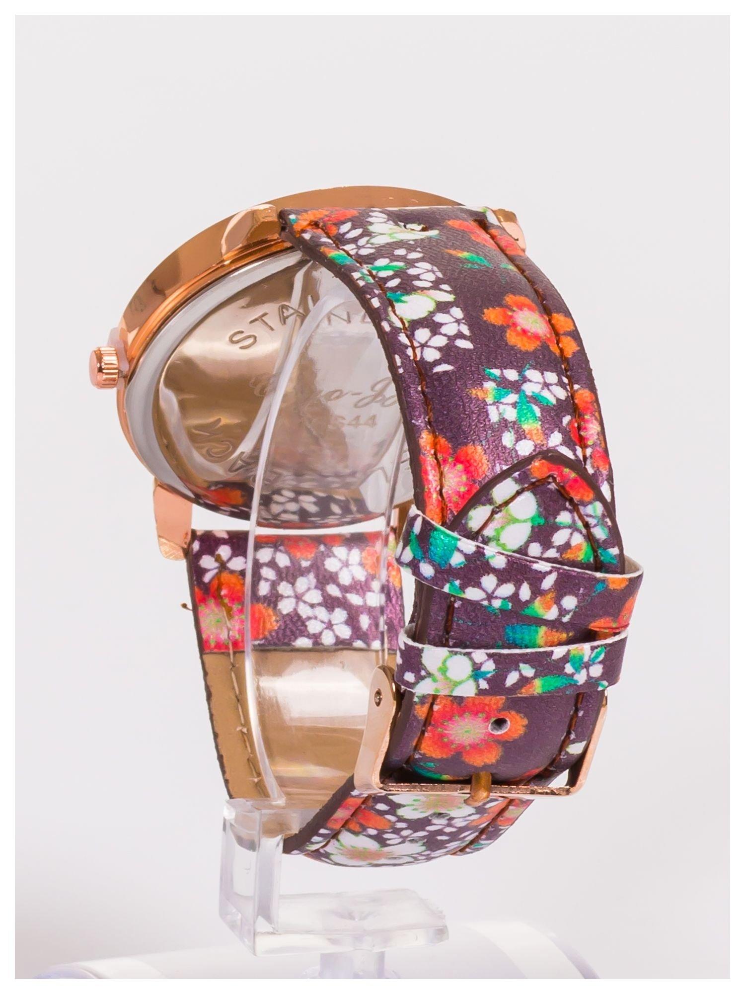 Damski zegarek z ozdobnym motywem kwiatowym na pasku oraz dużej tarczy                                   zdj.                                  4