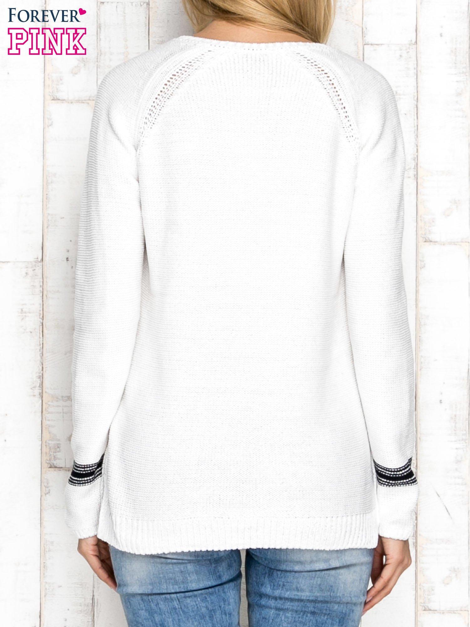 Dzianinowy sweter z dekoltem w serek ecru