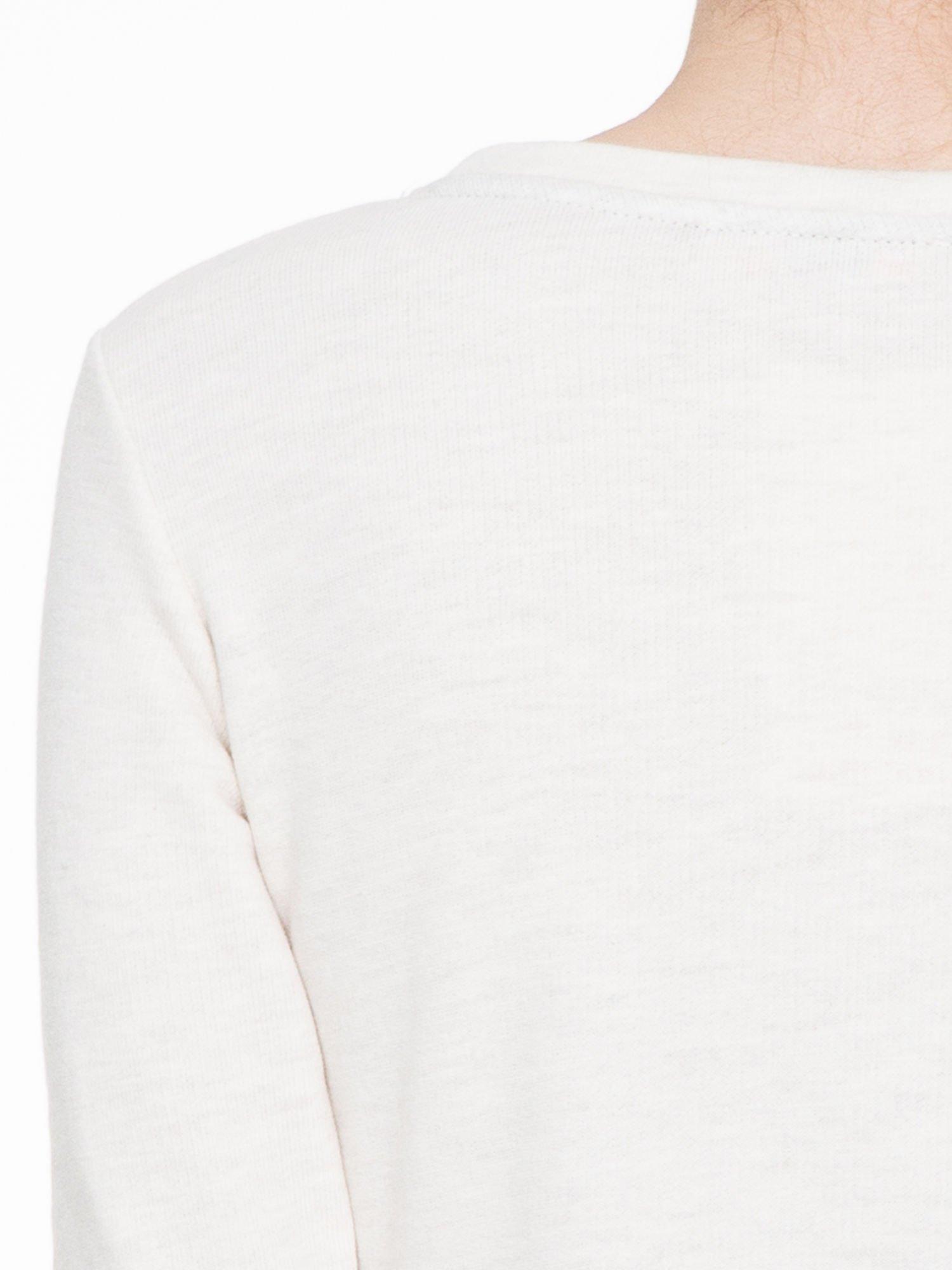 Ecru bluza z nadrukiem litery A z motywem kwiatowym                                  zdj.                                  5