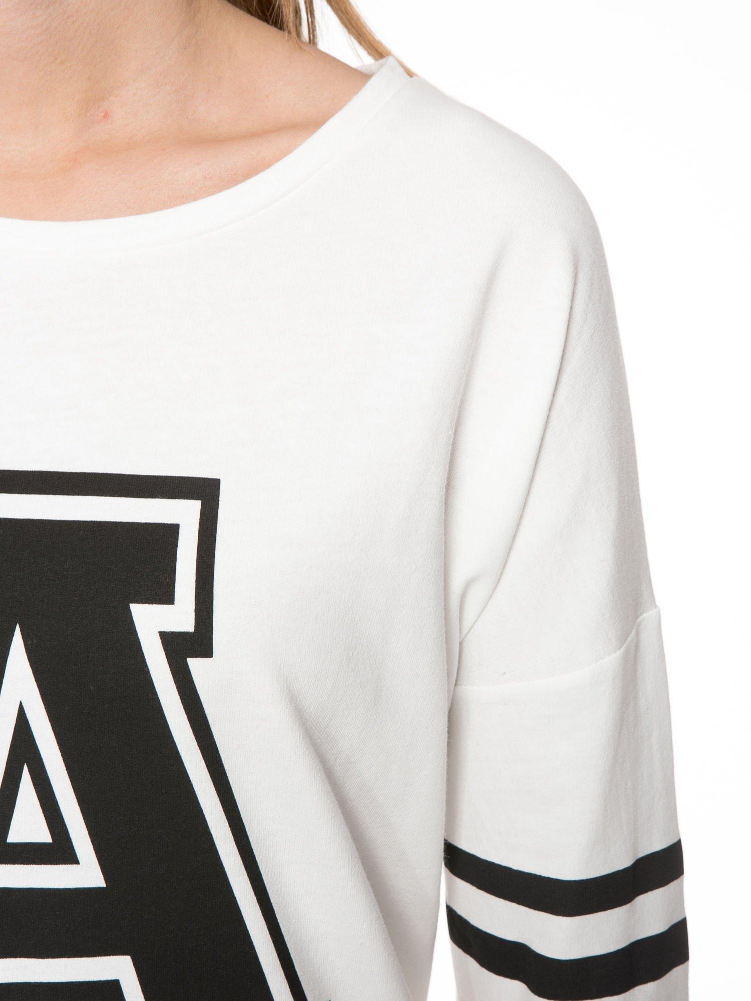 Ecru dresowa bluza z literą A w stylu baseballowym                                  zdj.                                  5