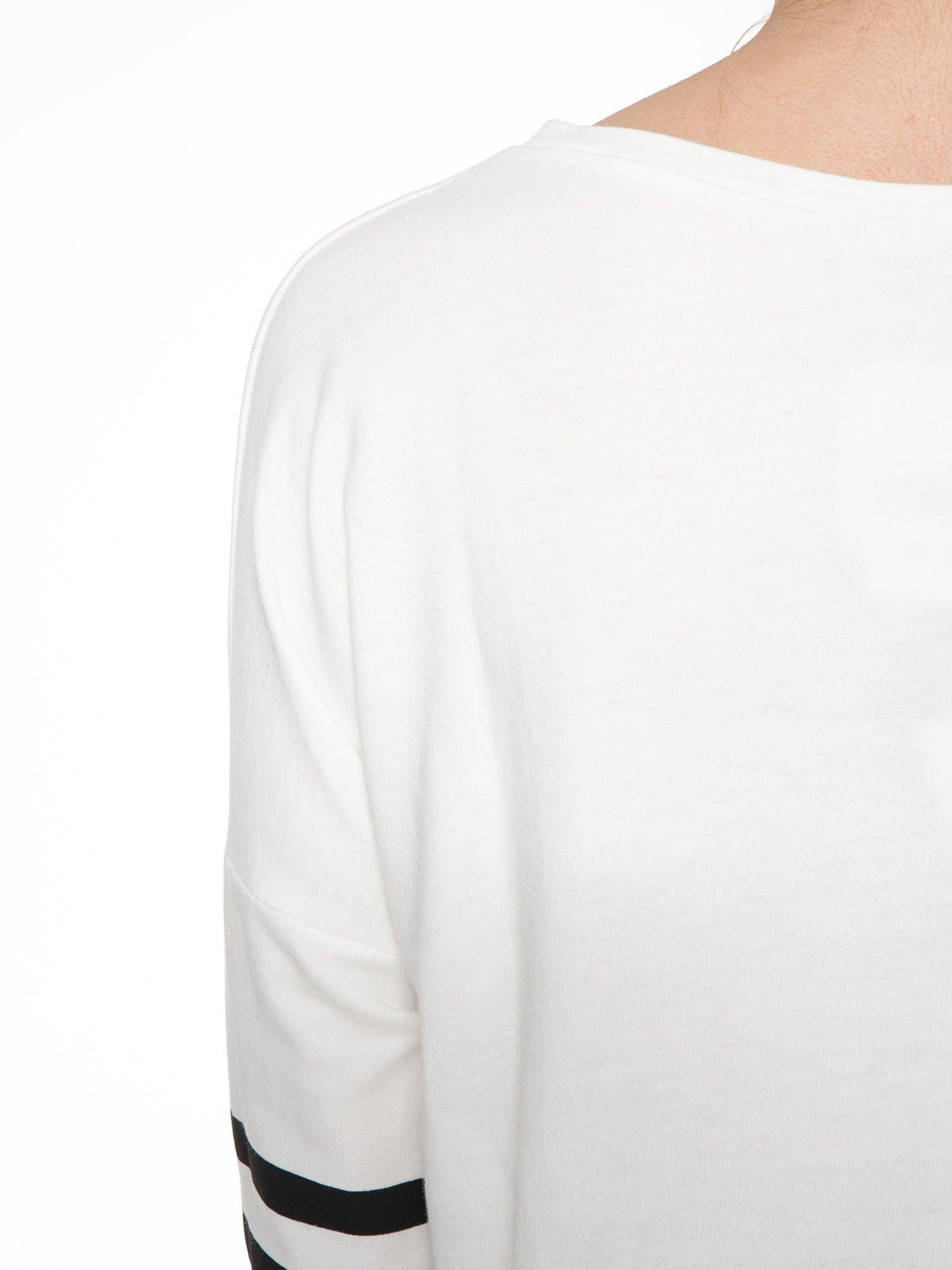 Ecru dresowa bluza z literą A w stylu baseballowym                                  zdj.                                  8