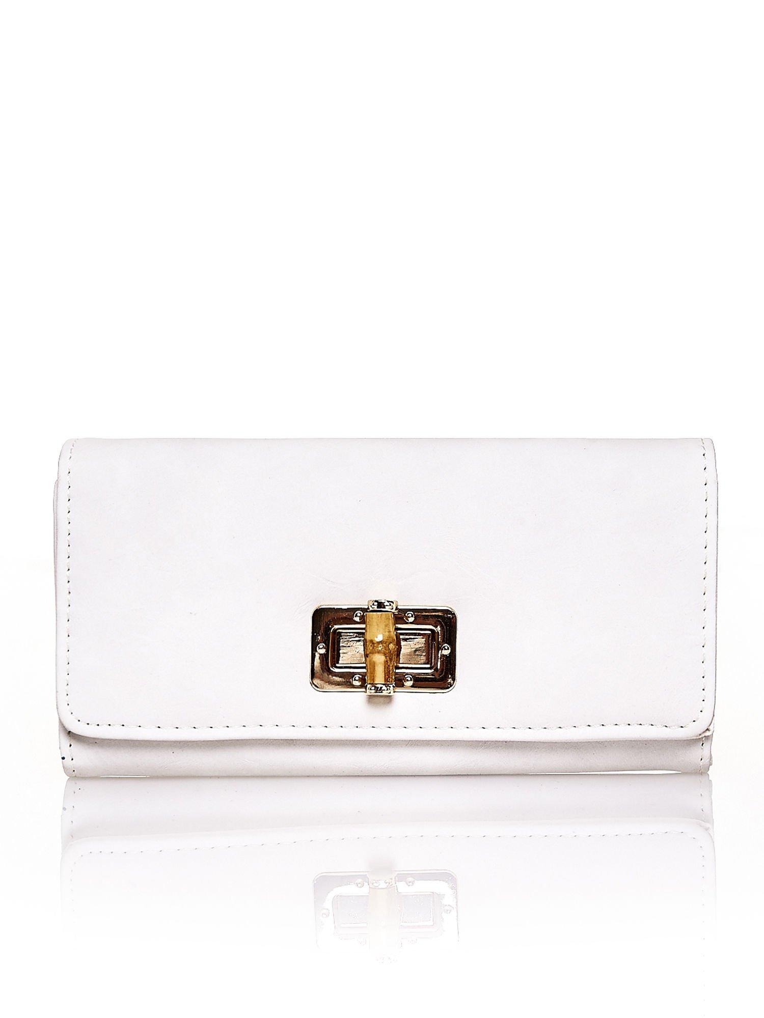 Ecru fakturowany portfel ze stylizowanym zapięciem                                   zdj.                                  1