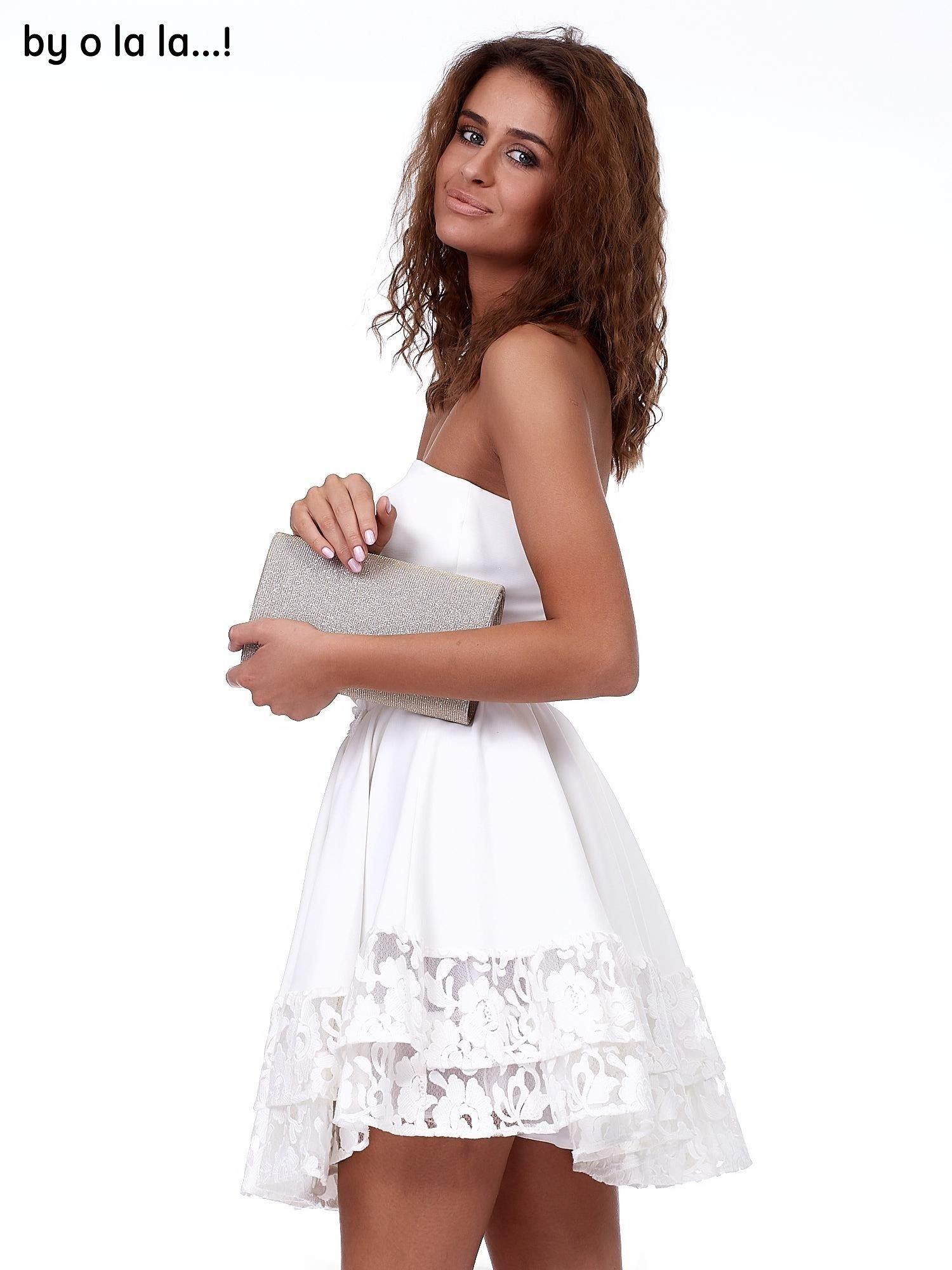 3b53c57588 10 · Ecru rozkloszowana sukienka z koronkowym wykończeniem BY O LA LA ...