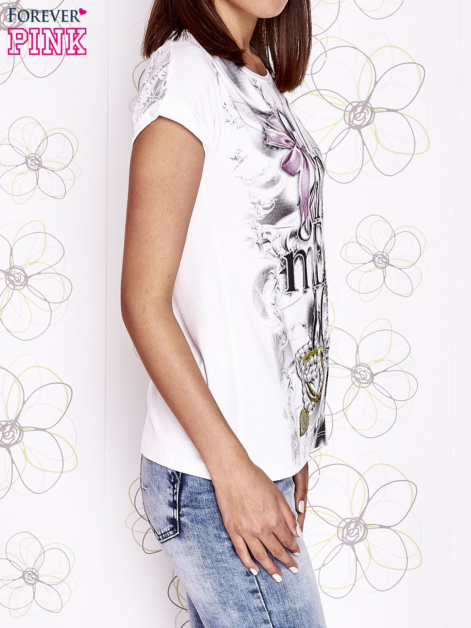 Ecru t-shirt damski z napisem GIRL MEETS BOY                                  zdj.                                  3